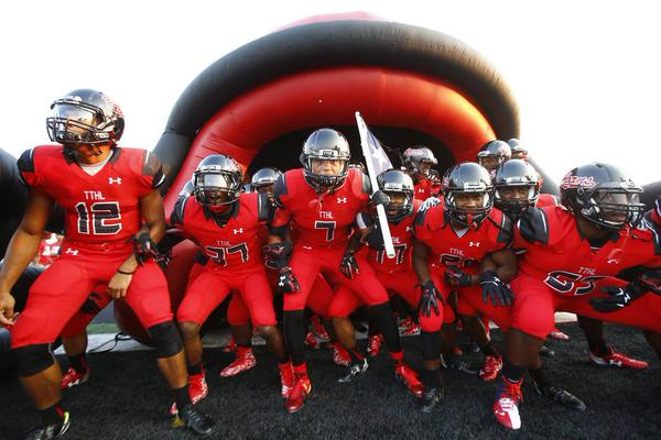 Cedar Hill, one of Texas' most successful and prominent football programs, has a long-term partnership with Under Armour (Photo: Twitter).