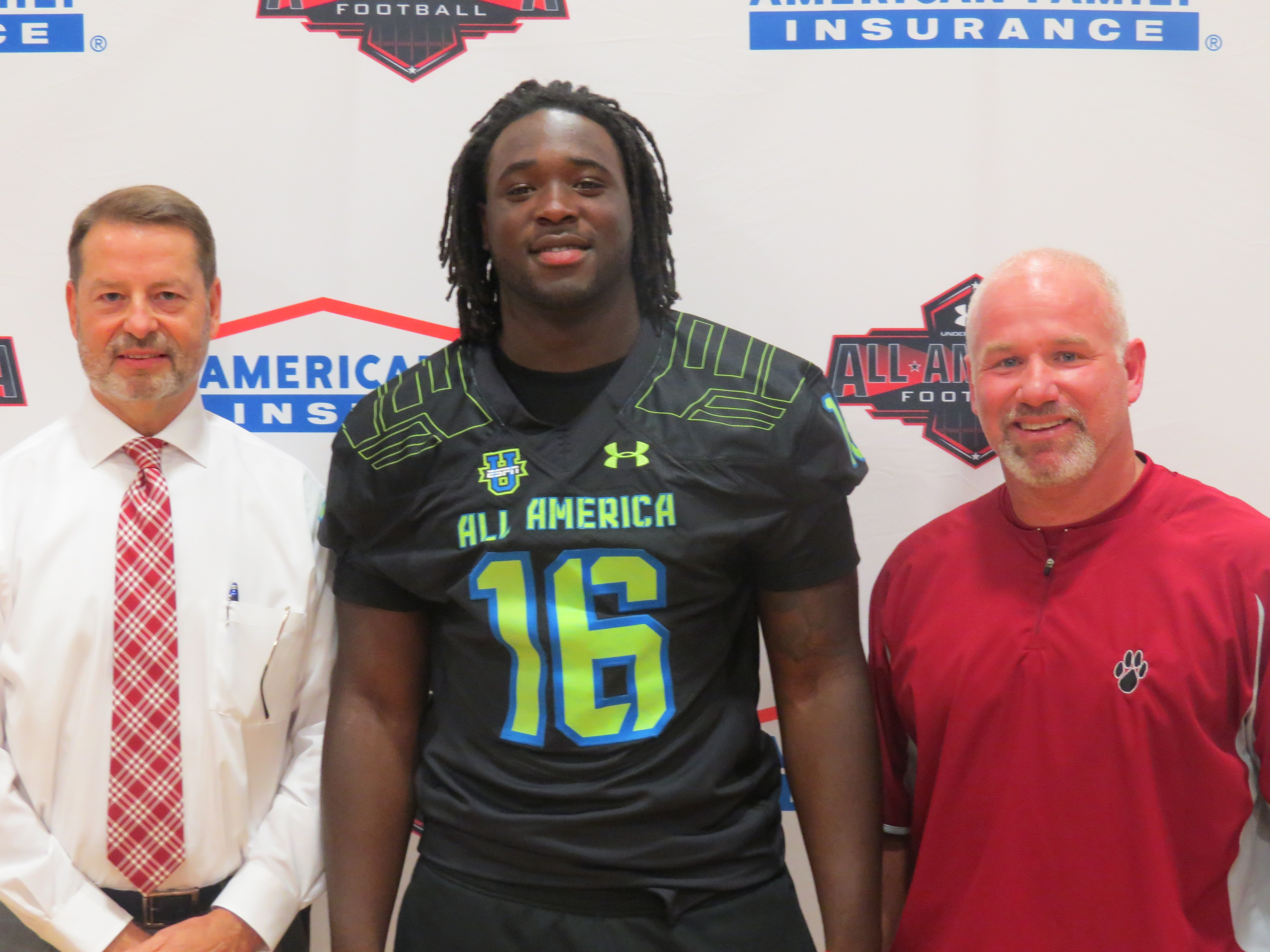 McTelvin Agim with Hope High School AD Jay Turley and Principle, Dr. Tommie Campbell. (Photo: Under Armour Selection Tour)