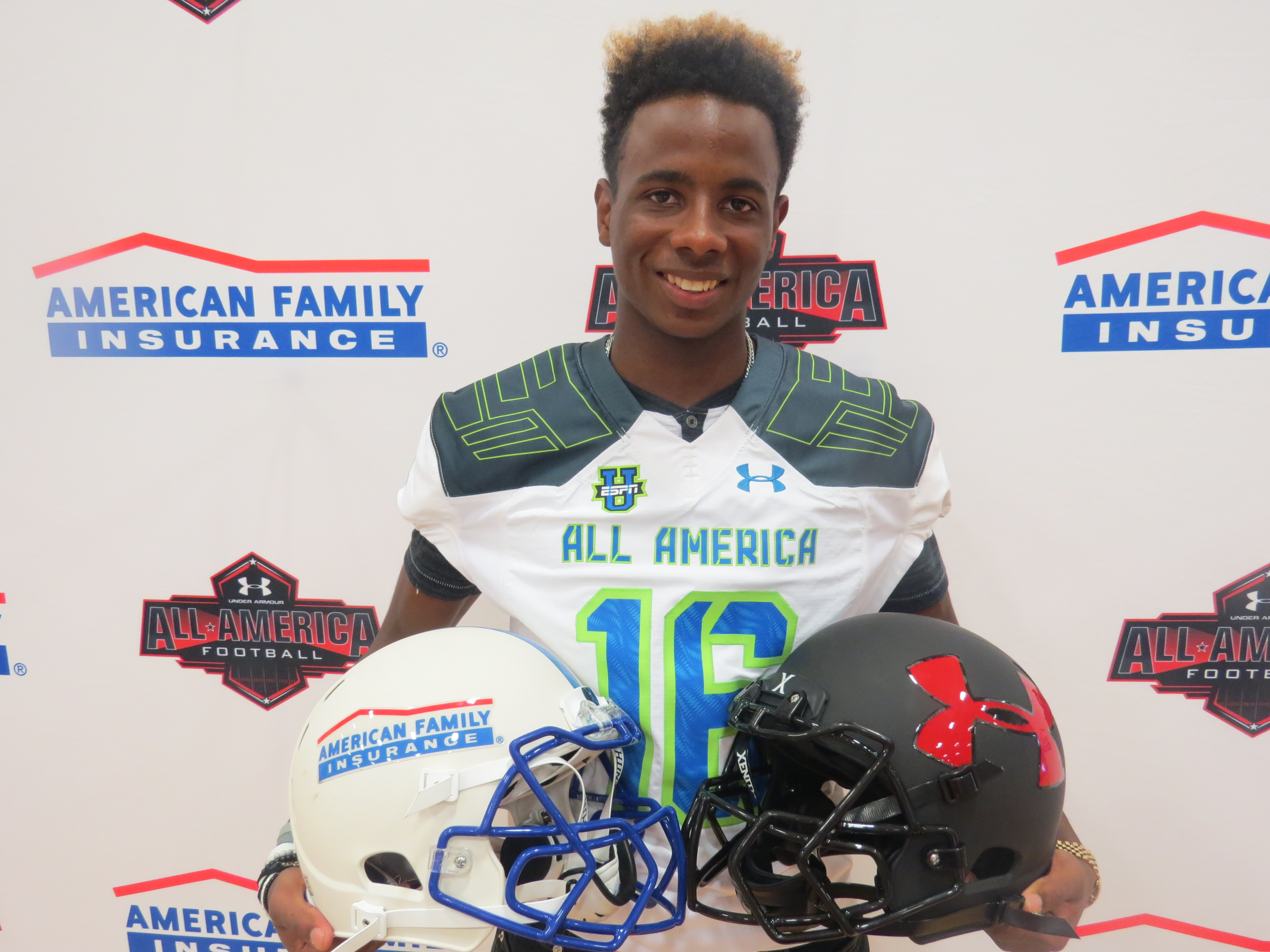 Nigel Knott after receiving his Under Armour All-America Game jersey. (Photo: Intersport)