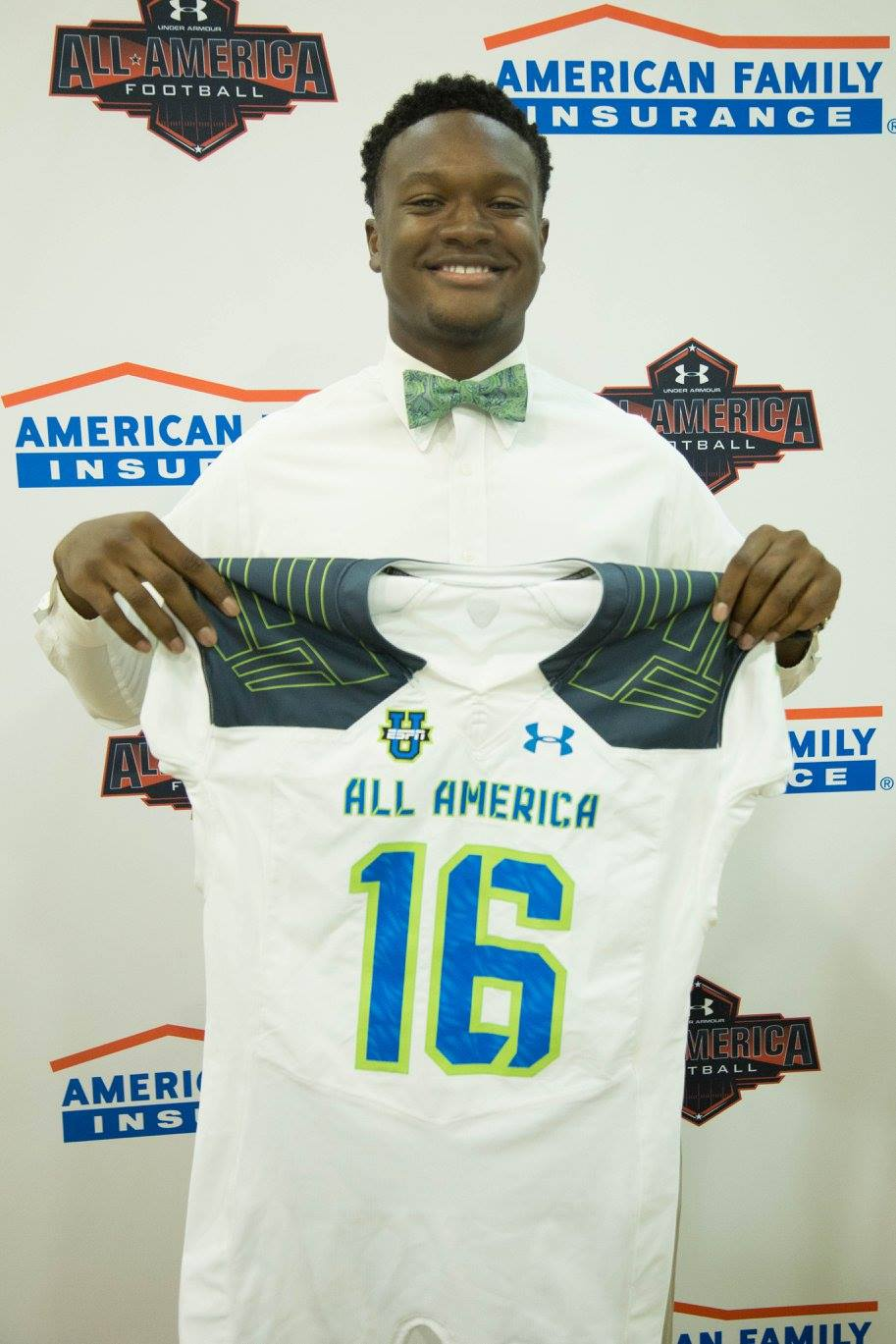 Ben Davis shows off his Under Armour All-American jersey (Photo: Intersport)