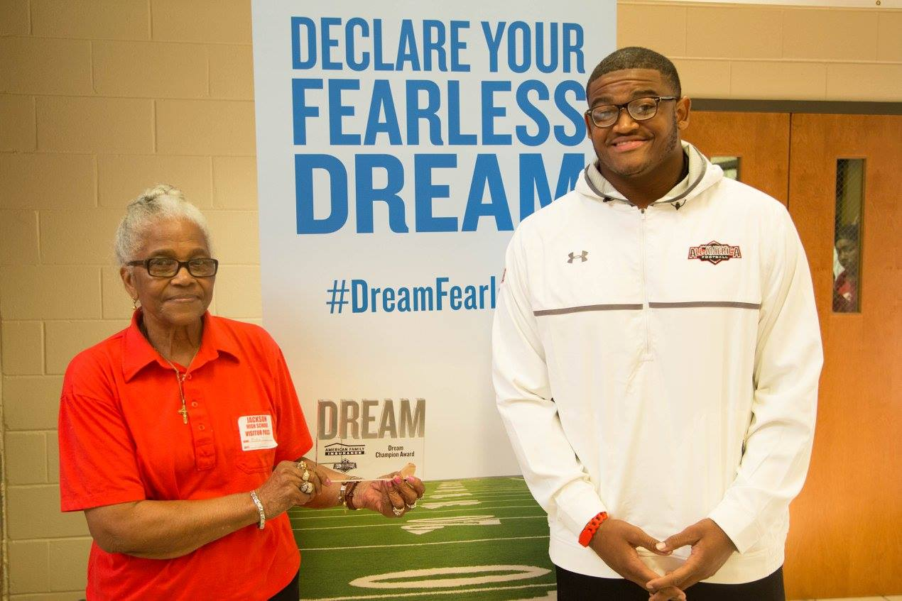 Michail Carter presents the Dream Champion award to his grandmother during an Under Armour All-American Selection Tour event (Photo: Intersport)