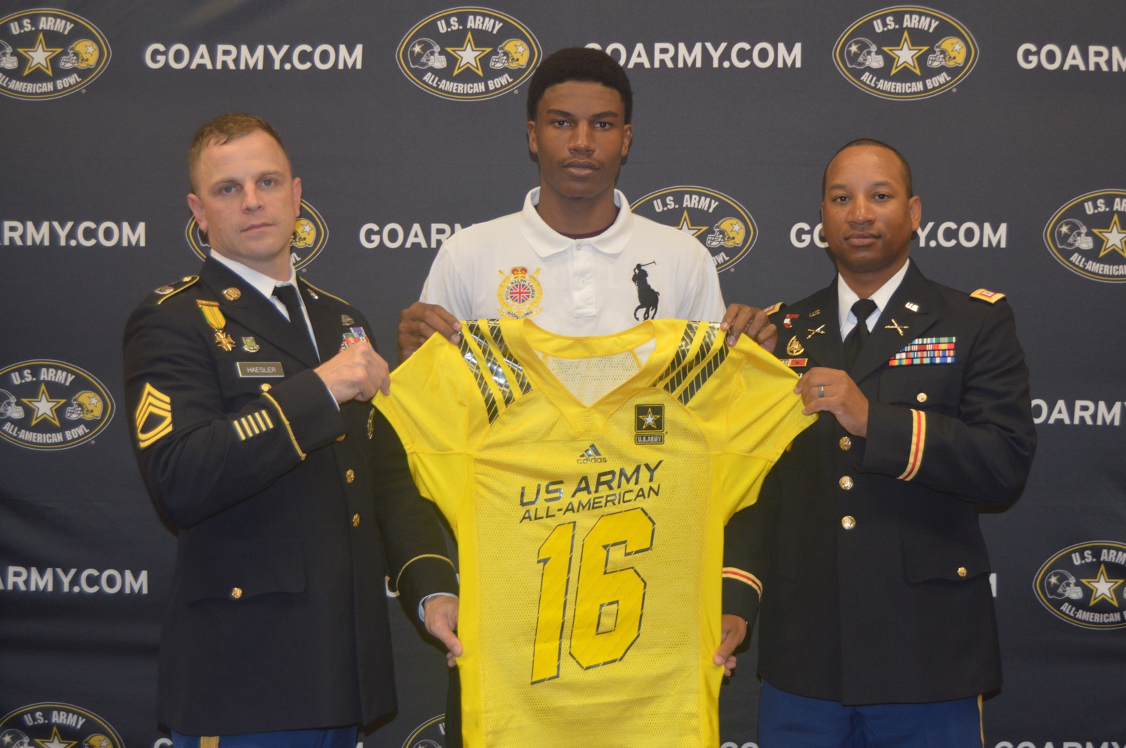 Charles Oliver receives his Army All-American Bowl jersey from Sergeant First Class Steven Haesller (left) and Captain Francis Santana. (Photo: U.S. Army All-American Bowl)