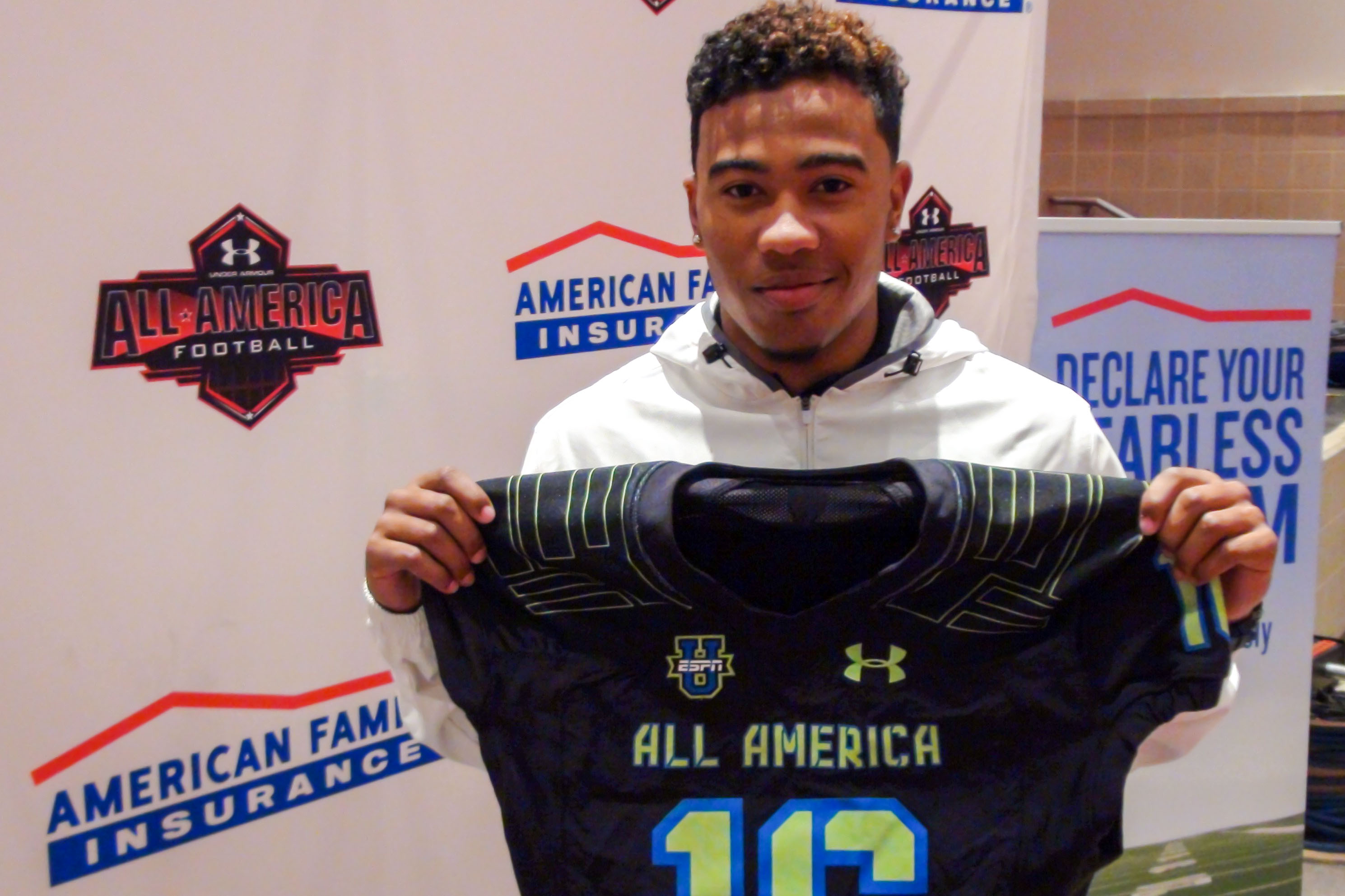 Eric Cuffee holds up his honorary jersey for the Under Armour All-America Game (Photo: Intersport)