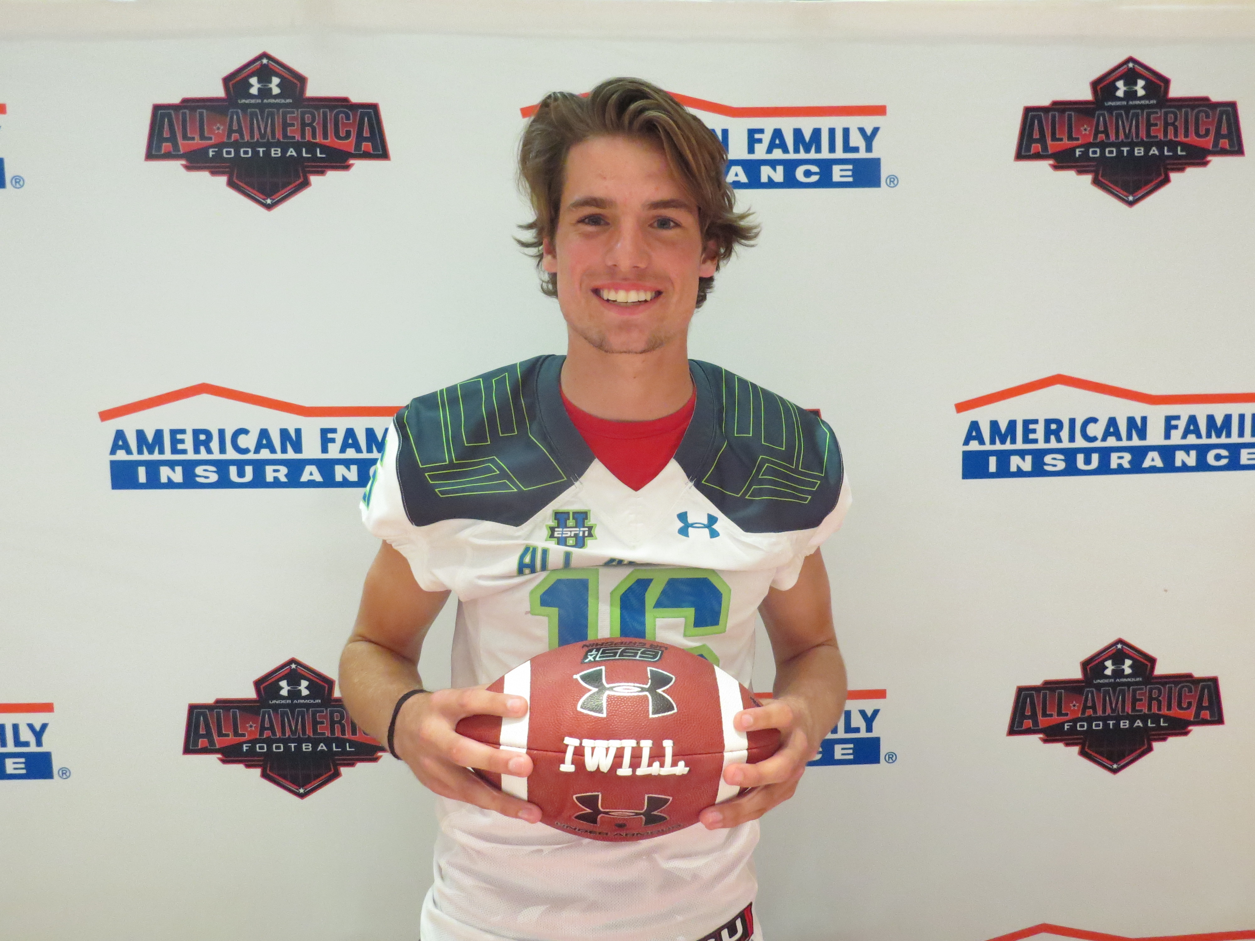 Jack Allison receives his Under Armour All-America jersey (Photo: Intersport)