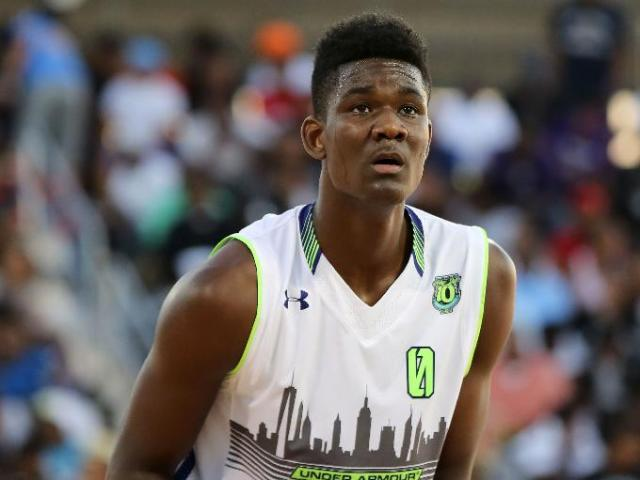 Team EZ Pass' DeAndre Ayton #0 shoots a free throw against Team Doo Be Doo in the Under Armour Elite 24 game. (Photo: Gregory Payan/AP)