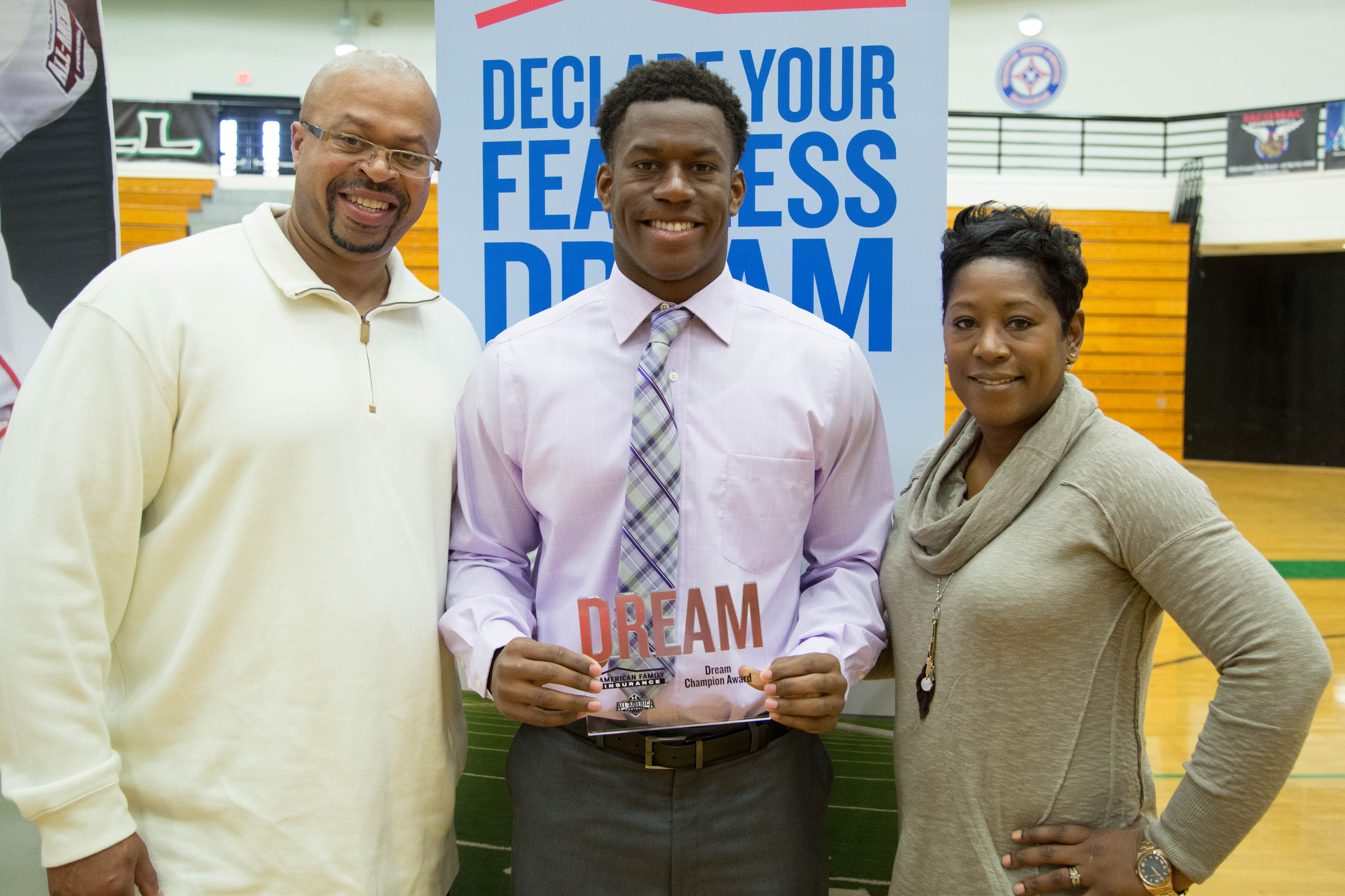 Tre' Lamar awarded his Dream Champions award to his parents, George and Ilysse (Photo: Intersport)