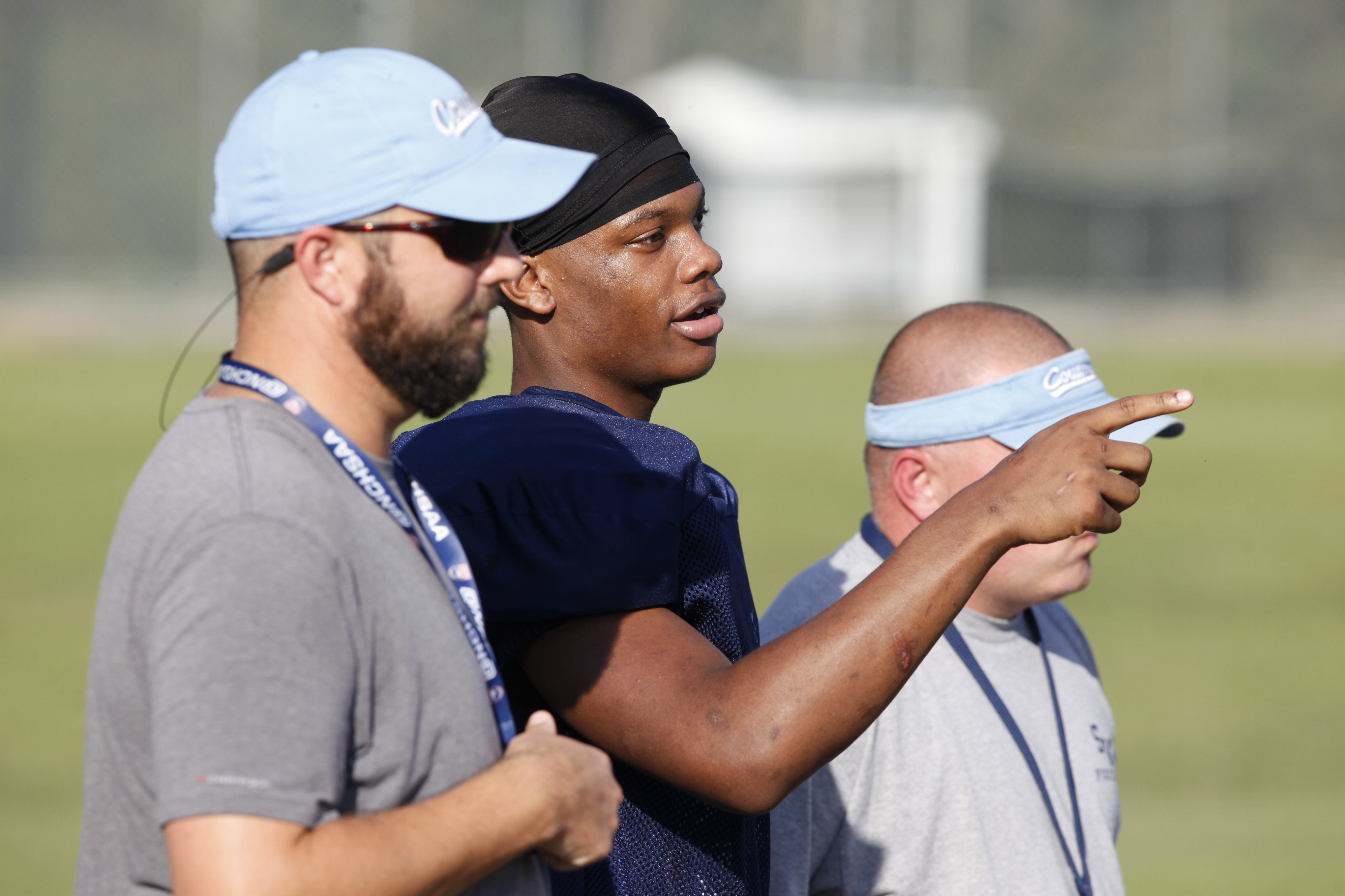 Quontellas Norwood (center) talks with head coach Jonathan Cobb (left) and offensive line coach Eric Duff (right) during practice (Photo: Mark Dolejs, USA TODAY Sports Images)
