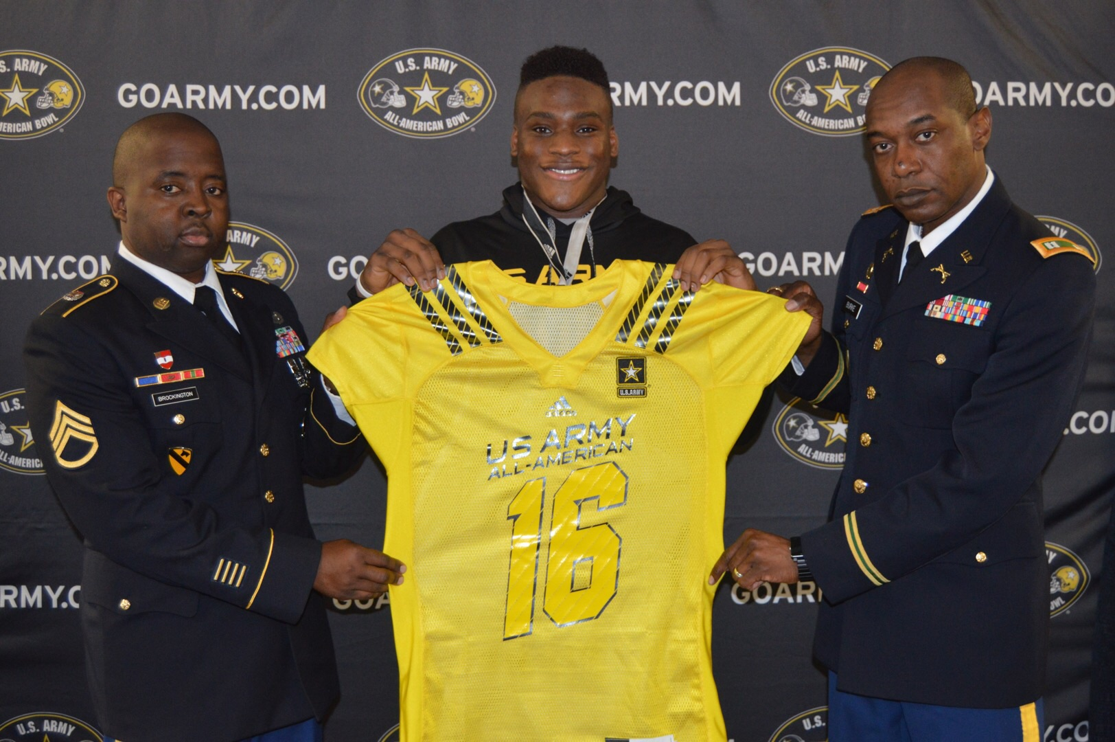 Justin Madubuike receives his Army jersey from (left) Staff Sergeant Mario Brockington and Captain Harold Burke. (Photo: U.S. Army All-American Bowl)