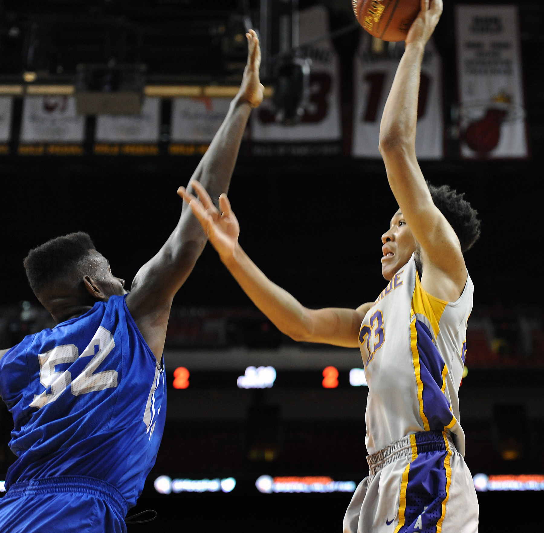 Montverde Academy forward EJ Montgomery takes a shot over Dillard's Joniya Gadson (Photo: Robert Duyos, USA TODAY Sports Images)