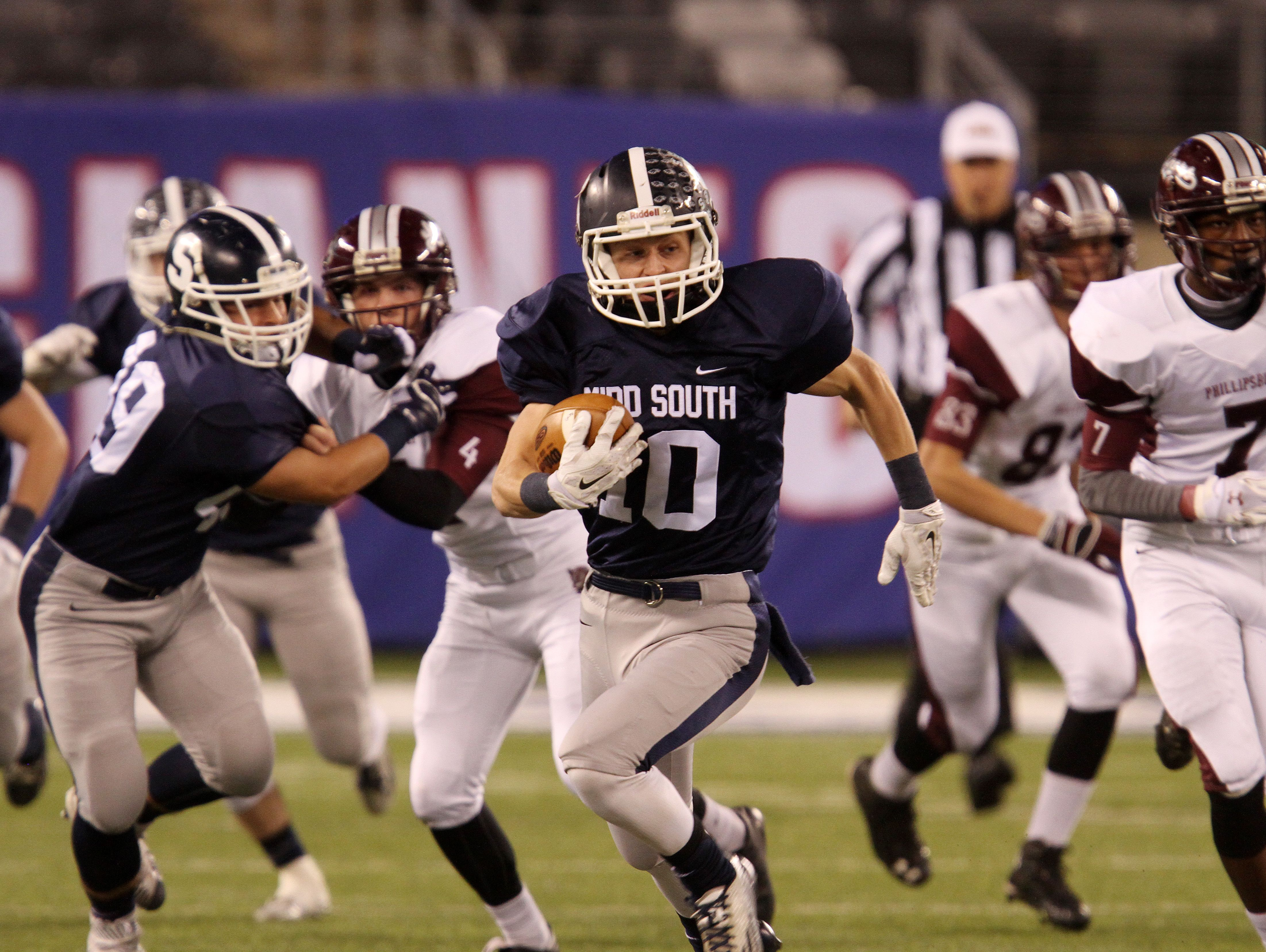 Middletown South' Jeff Lewandowski (10) makes a run early in the first quarter against Phillipsburg during the Eagles' victory in the NJSIAA North II Group IV final.