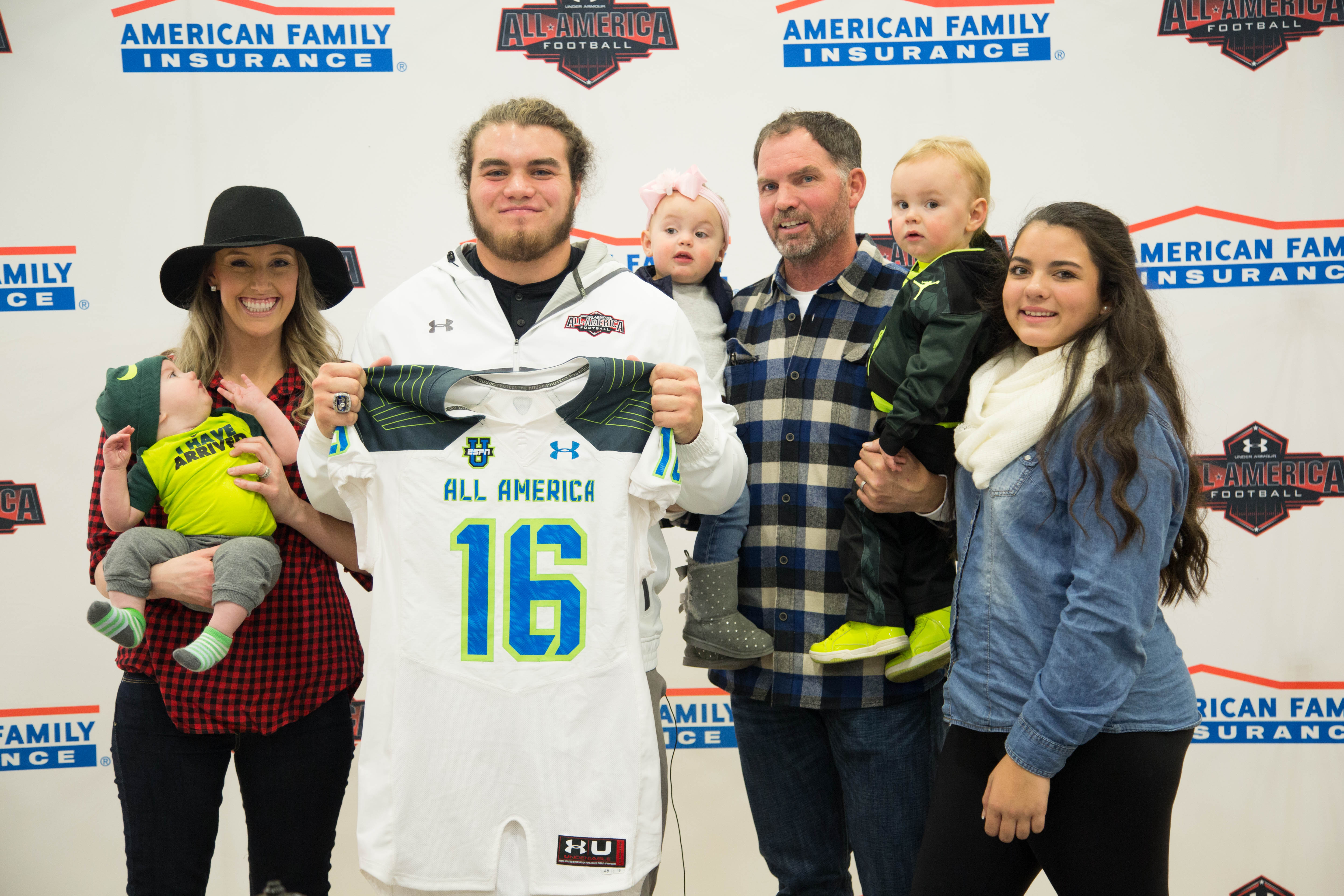 Boe Wilson is joined by his family as he receives his Under Armour All-America jersey (Photo: Intersport)