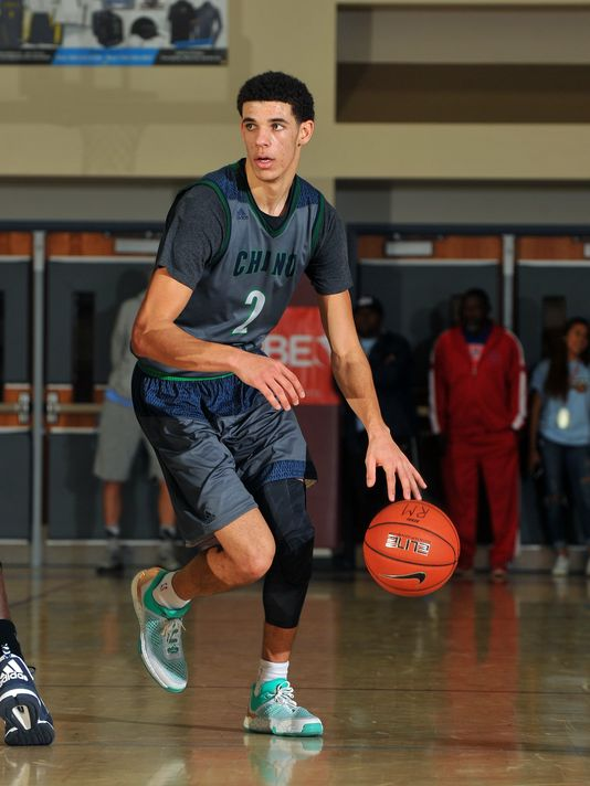 Chino Hills senior Lonzo Ball led his Huskies to the MaxPreps Holiday Classic Open Division title and MVP honors after a 96-80 defeat of Redondo Union. (Photo: David Hood, MaxPreps.com)