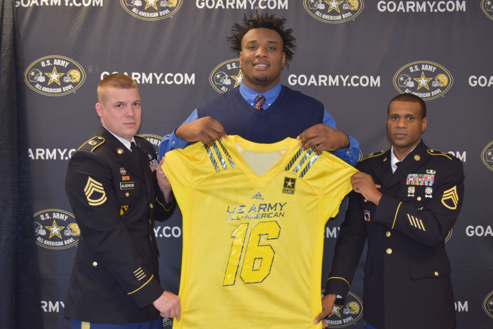 Raekwon Davis receives his Army jersey from (left) Sergeant First Class Thomas Alderson and Staff Sergeant Michael Graham. (Photo: U.S. Army All-American Bowl)