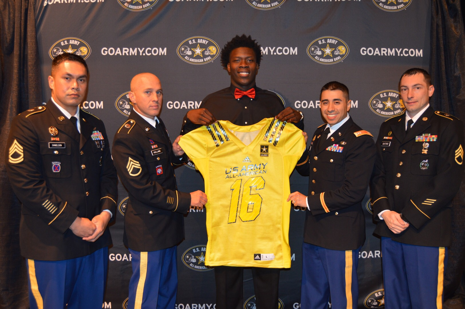Sewo Olonilua receives his jersey from (from left) Sergeant First Class Victor Danielson, Staff Sergeant Christopher Holland, Captain Jose Real and Sergeant First Class Charles Buford. (Photo: U.S. Army All-American Bowl)