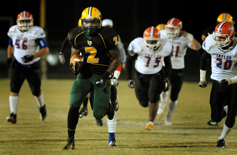 Yulee's Derrick Henry (2) set the national rushing record in high school. (Photo: Kelly Jordan, The Florida Times-Union via Associated Press)
