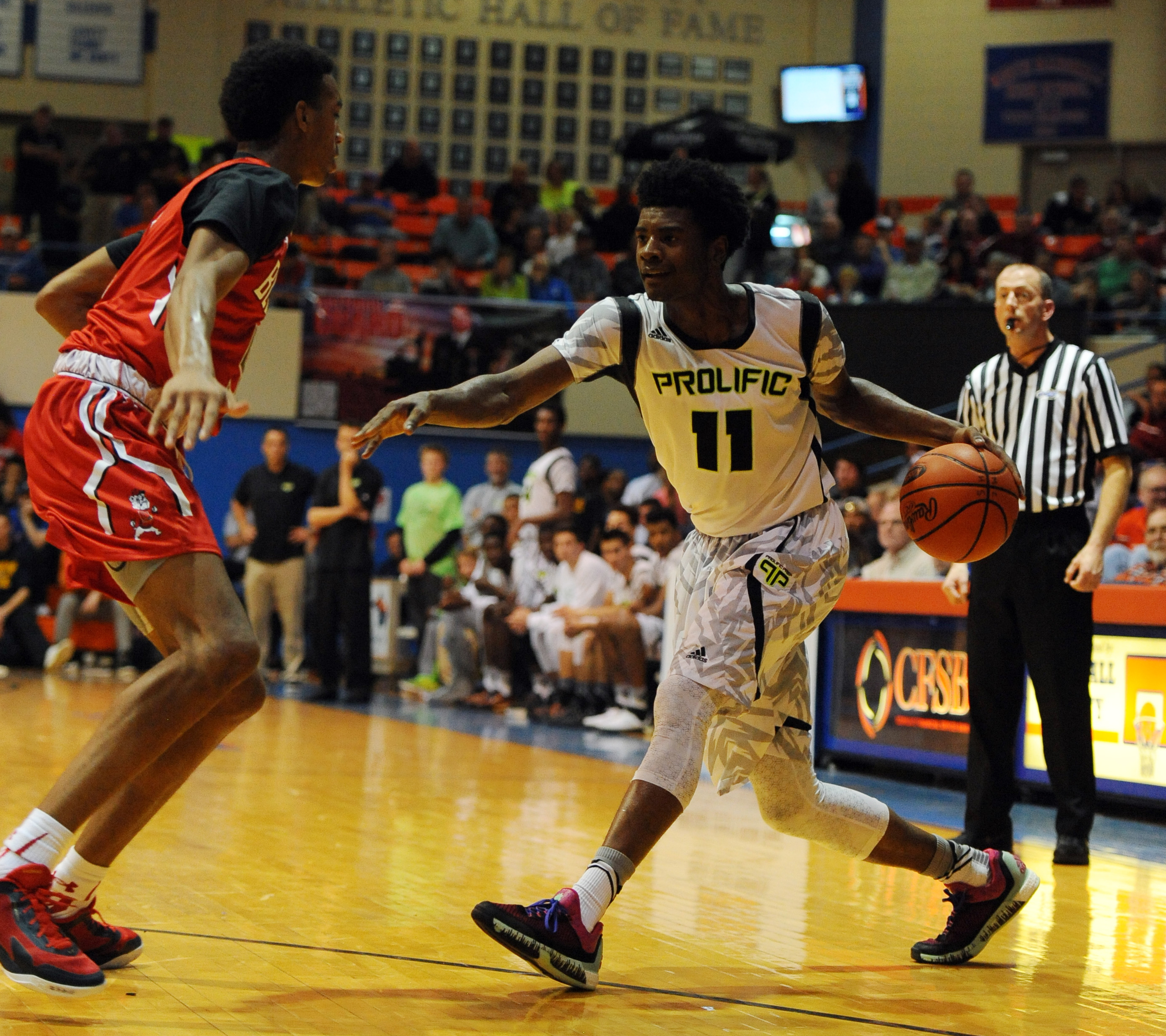 Prolific Prep guard Josh Jackson (11) works against Advanced Prep guard Terrance Ferguson (5) (Photo: Christopher Hanewinckel USA TODAY Sports)