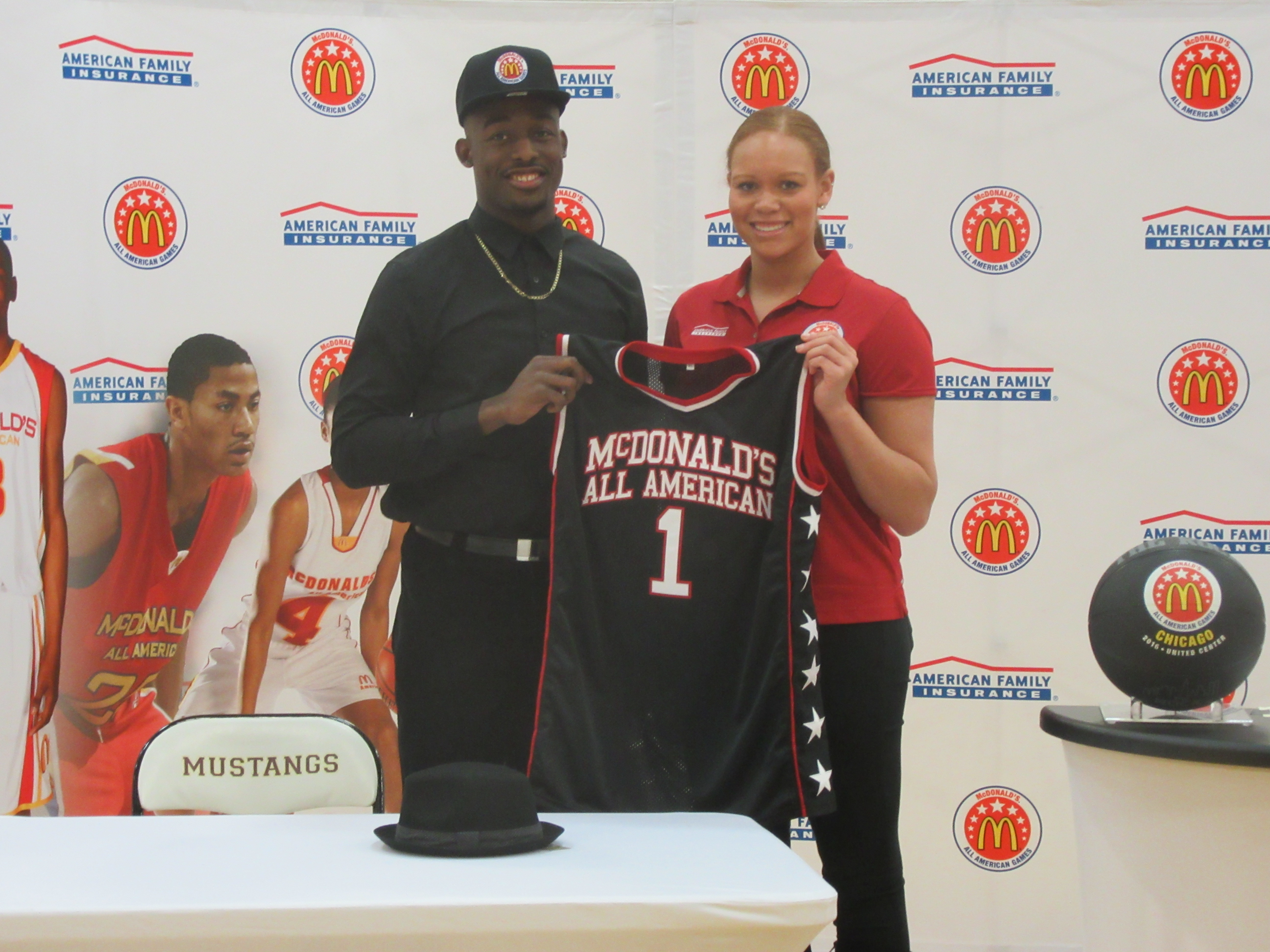 Josh Langford receives his jersey (Photo: McDonald's All American Game)