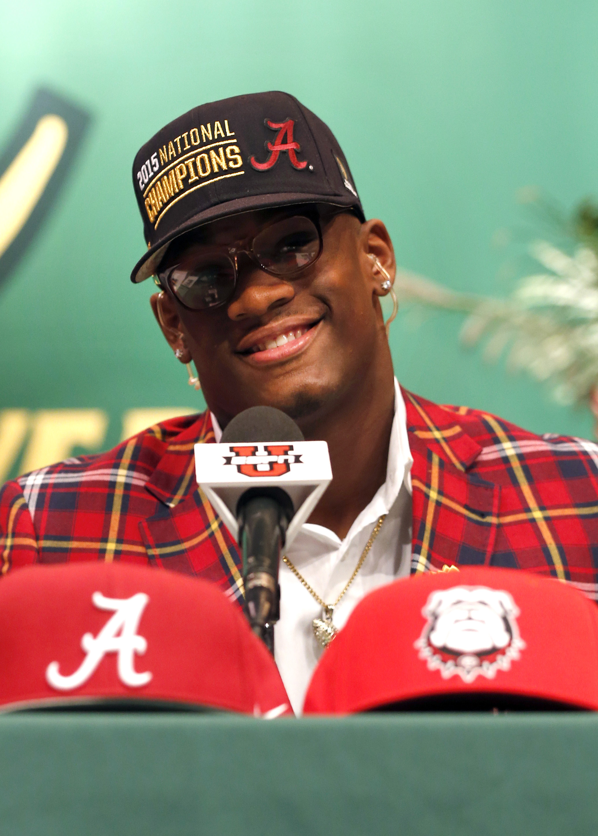 Carver high school linebacker Lyndell Wilson chooses to play for the University of Alabama at Carver High School. (Photo: Butch Dill, USA TODAY Sports)