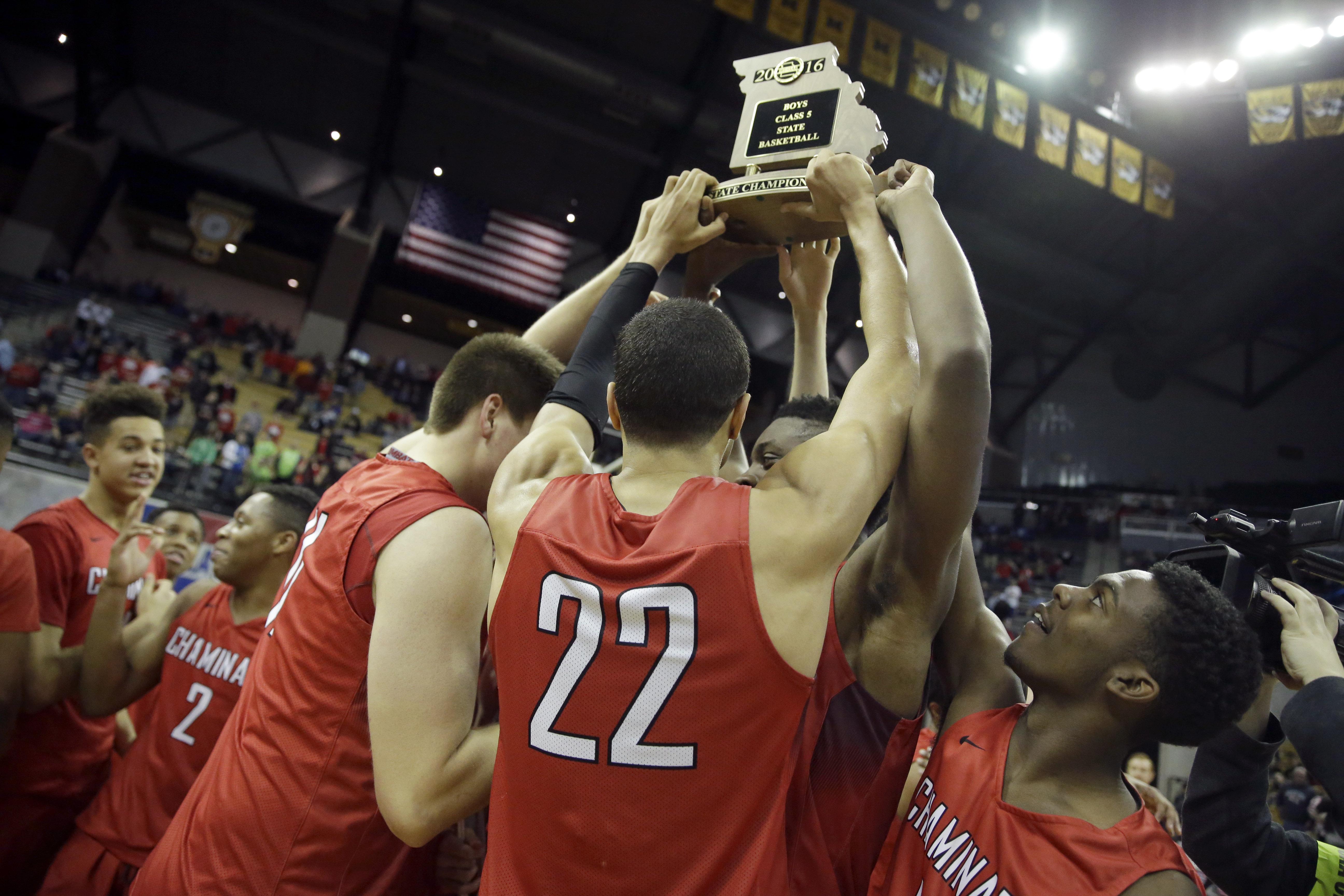Chaminade celebrates following the Missouri Class 5 boys high school championship basketball game against Kickapoo (Photo: Jeff Roberson), Associated Press)