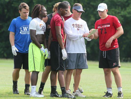 Riverdale (Murfreesboro, Tenn.) football coach runs his team through 7 on 7 drills. (Photo: Tom Kreager / Gannett Tennessee)