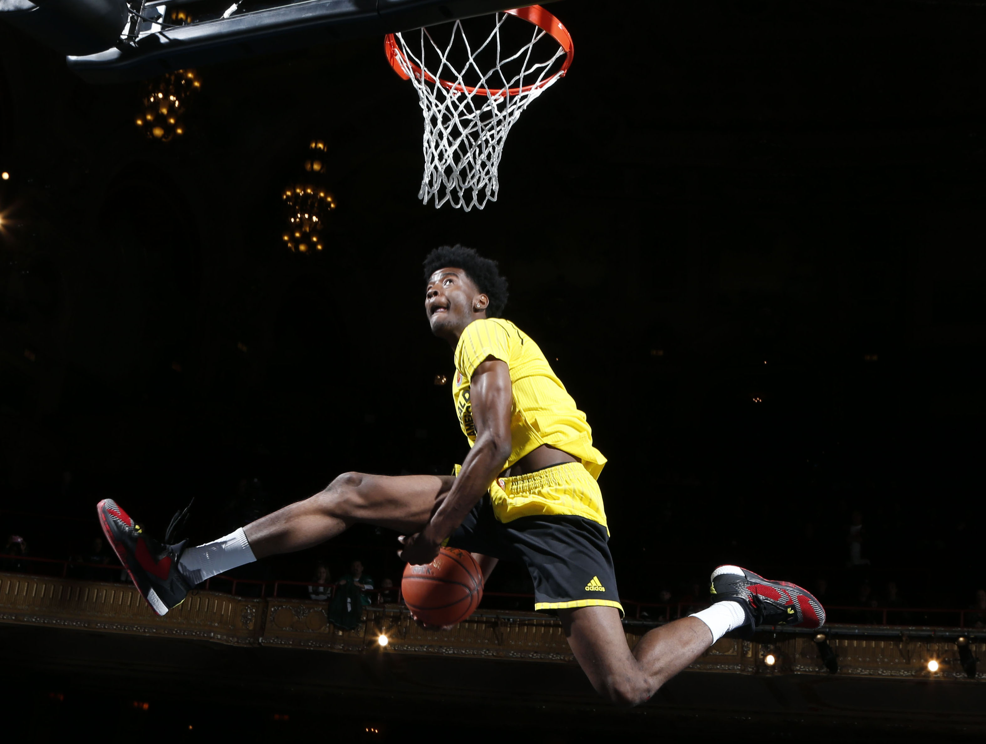 Josh Jackson dunks during thePowerade Jamfest at the Chicago Theatre Monday. (Brian Spurlock-USA TODAY Sports)