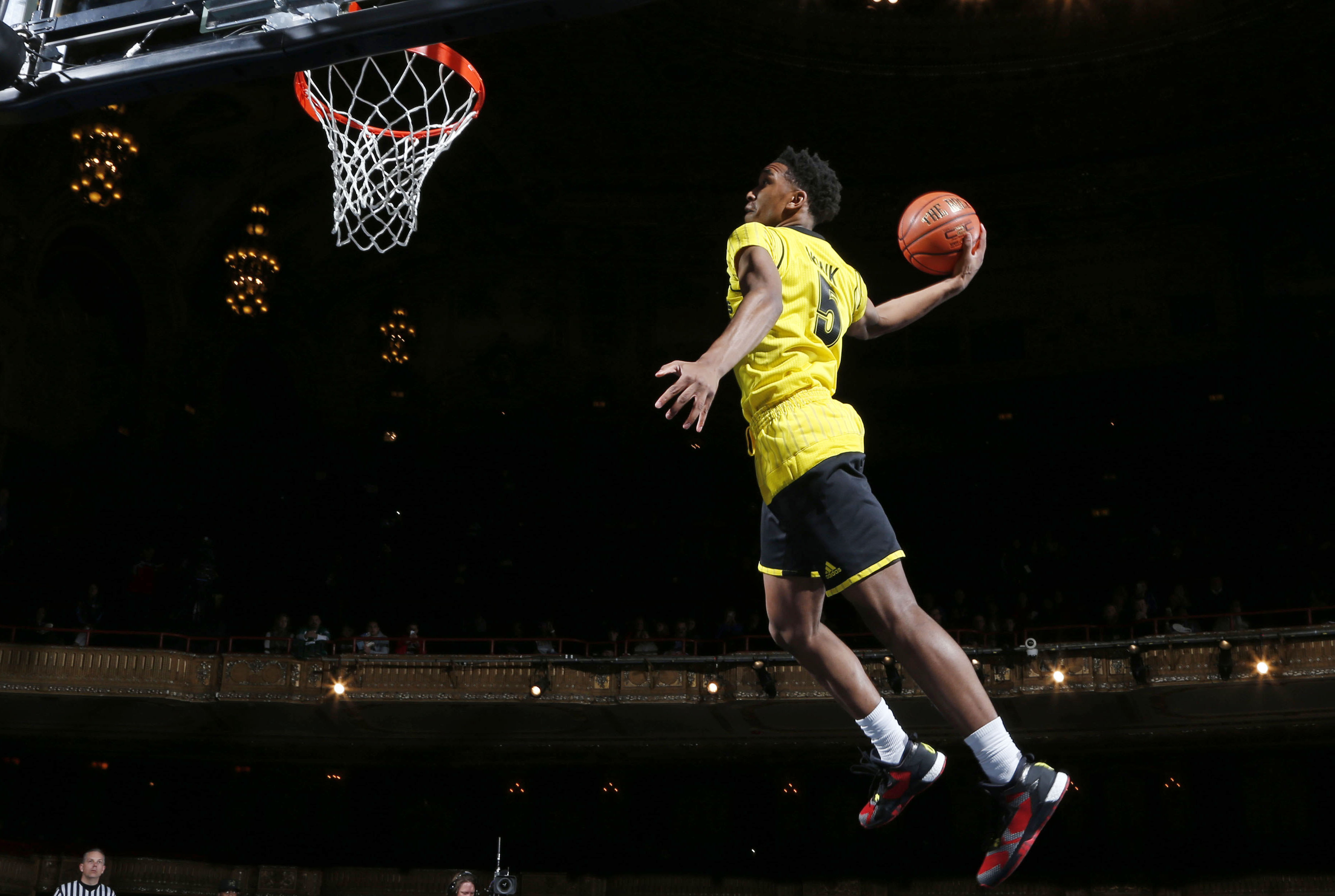 Malik Monk soars during the dunk contest (Photo: Brian Spurlock, USA TODAY Sports)