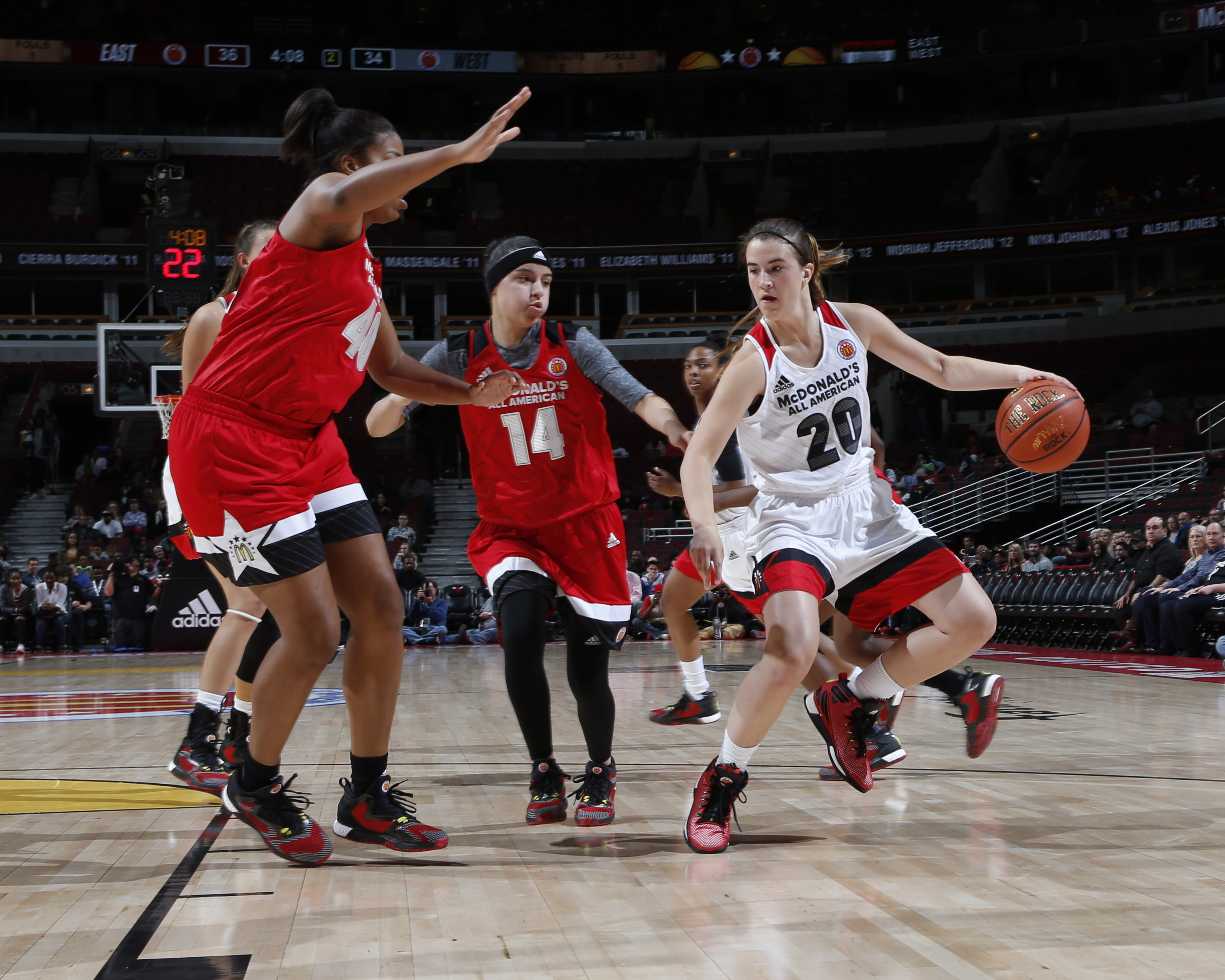 Sabrina Ionescu (20) drives to the basket against guard Amber Ramirez (14) during the McDonald's All-American Game (Photo: Brian Spurlock, USA TODAY Sports)