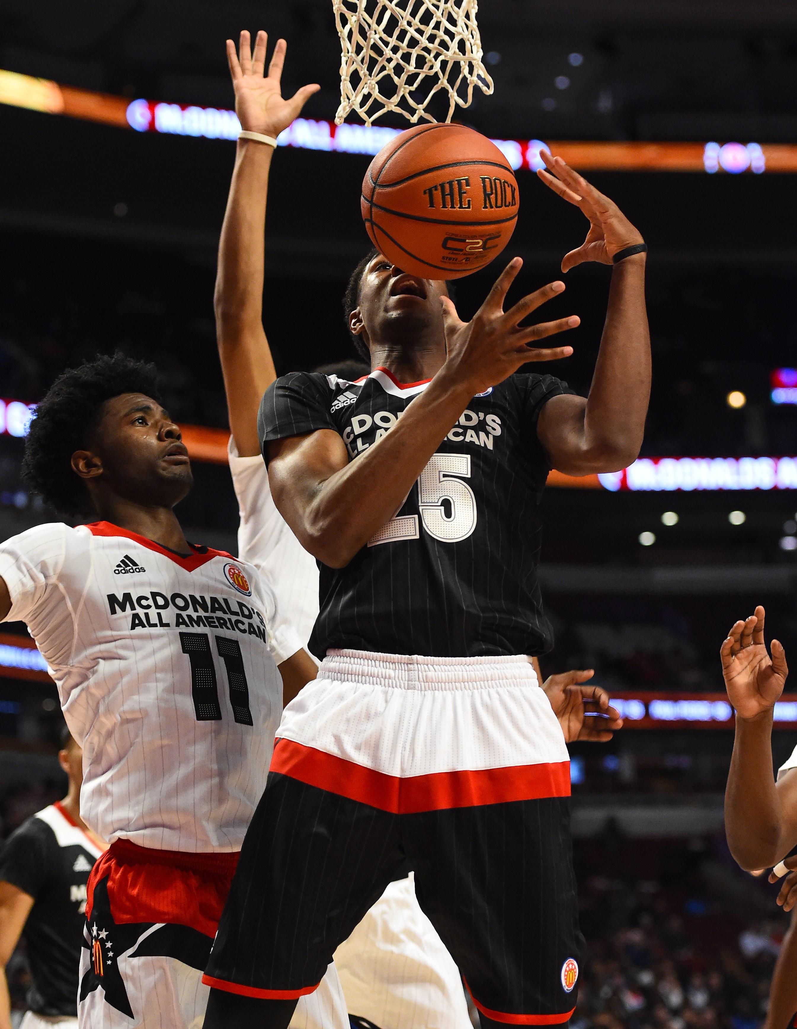 VJ King (25) attempts to shoot the ball with Josh Jackson defending (Photo: Mike DiNovo, USA TODAY Sports)