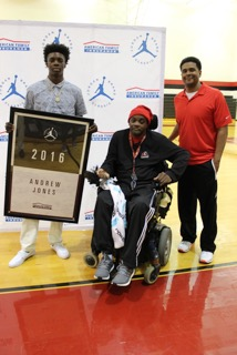 Andrew Jones is joined by his father David and coach Mario Martin (Photo: Jordan Brand Classic)