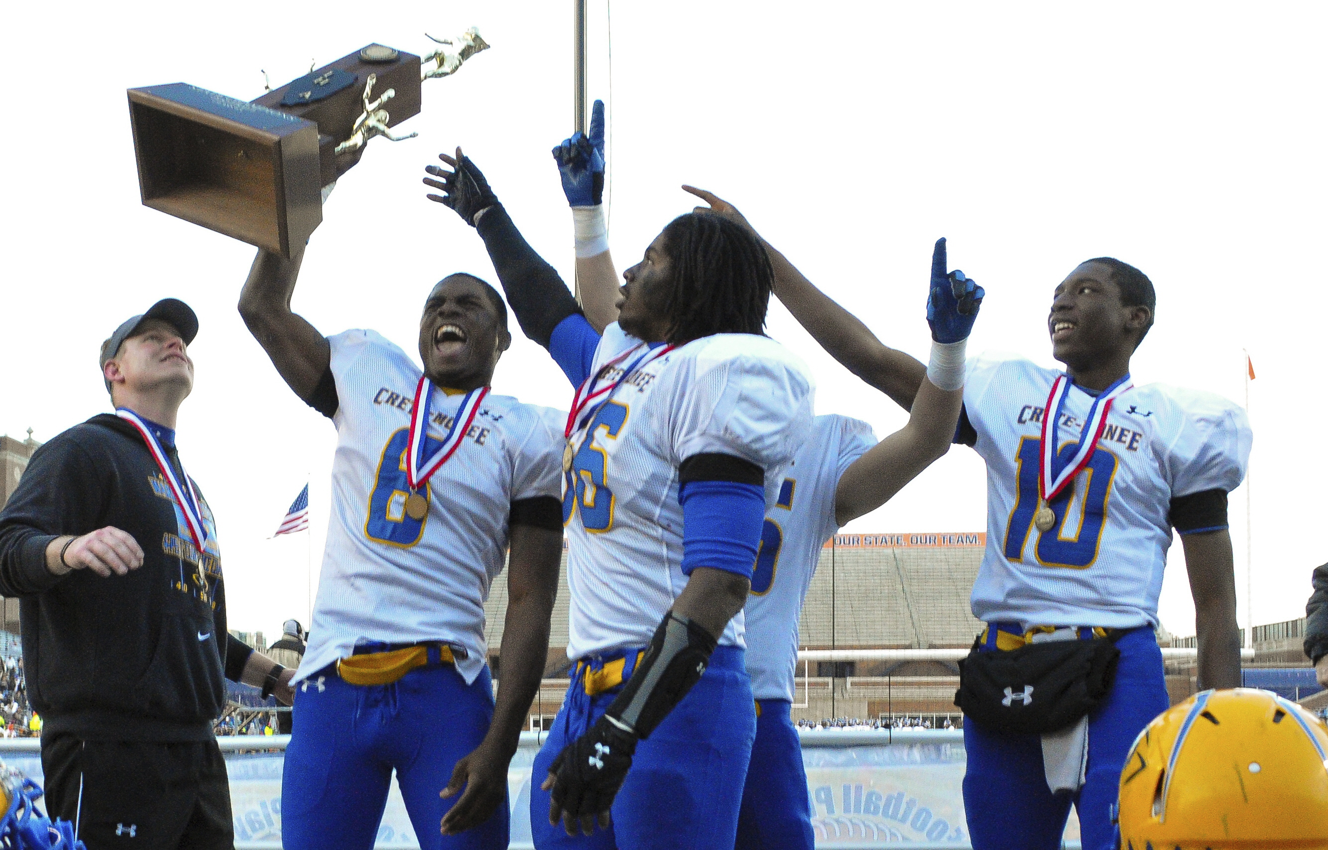 Crete-Monee's LaQuon Treadwell (6) holds the championship trophy in the Illinois Class 6A title game (Photo: Bradley Leeb, Associated Press)