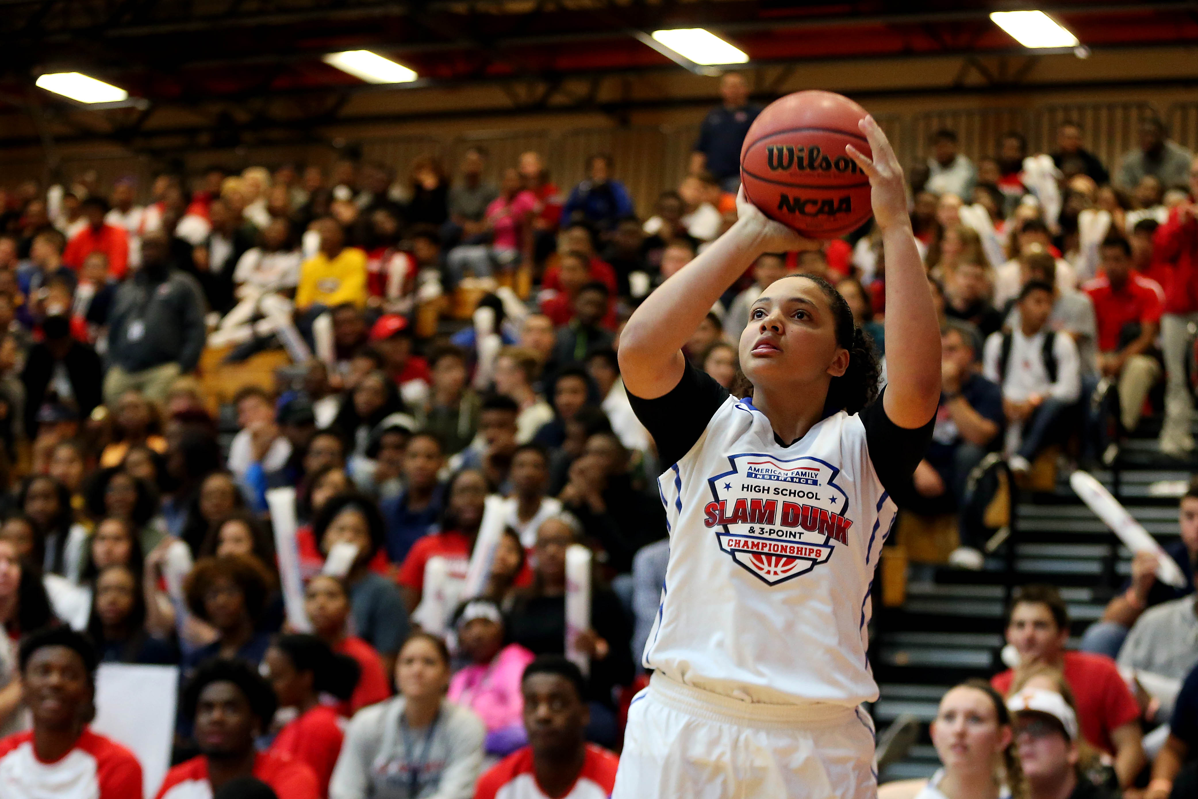 Destiny Slocum shoots during the American Family High School Slam and 3-point championship (Photo: Peter Casey, USA TODAY Sports)