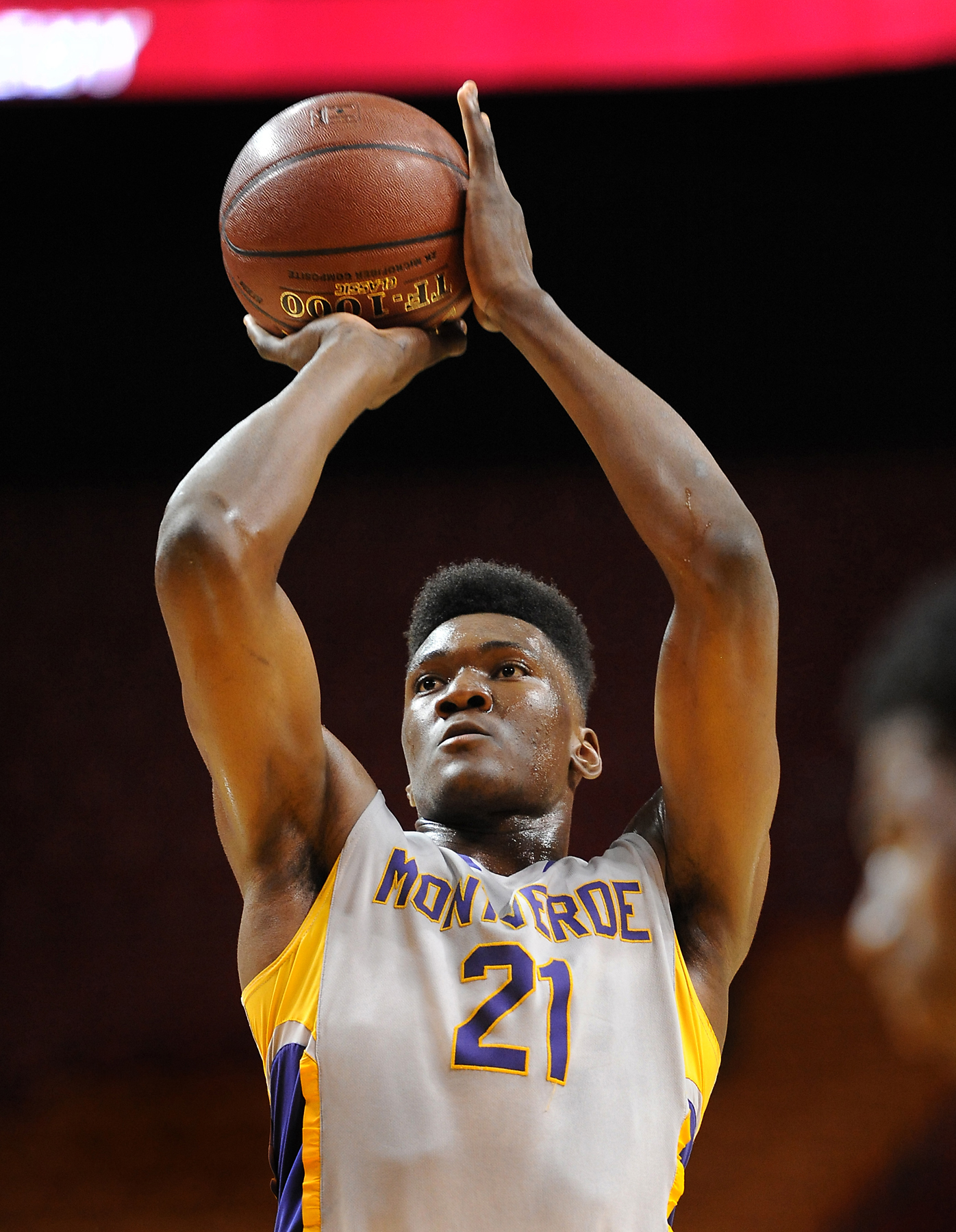 11/24/15 10:02:59 PM -- Miami, FL, U.S.A -- 2015 ARS® / Rescue Rooter® Hoophall Miami Invitational High School Showcase. -- Montverde Academy forward forward Bruno Fernando (21) shoots a freethrow against the Dillard Panthers in the first half at American Airlines Arena. Photo by USA TODAY Robert Duyos Sports Images, Gannett ORG XMIT: US 134116 HoopHall South 11/24/ [Via MerlinFTP Drop]