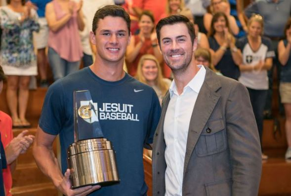 Texas Rangers pitcher Cole Hamels presented Dallas Jesuit pitcher Kyle Muller with the Gatorade National Baseball Player of the Year award Monday. (Photo: Trent Musho, Gatorade)