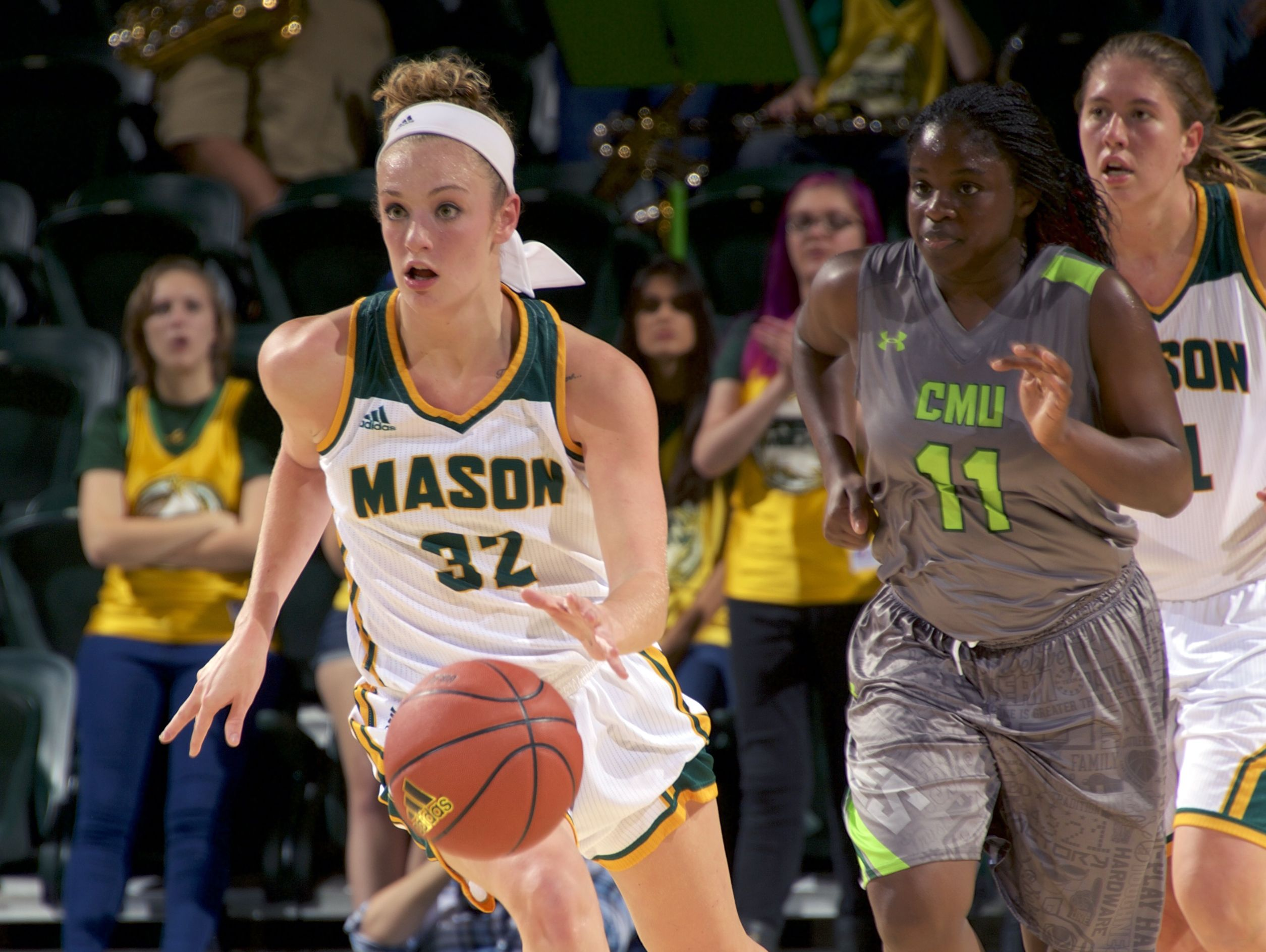 George Mason's Tayler Dodson, a Spotswood High School grad, said players need to make sure a basketball travel team's style of play fits your style and that they're going to help you develop.
