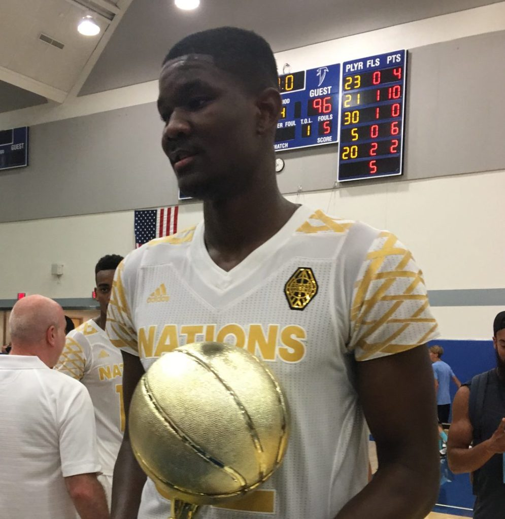 DeAndre Ayton with the championship trophy (Photo: Trysta Krick, USA TODAY Sports)