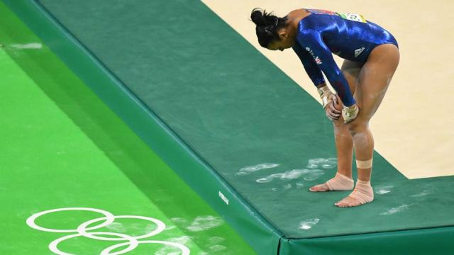 Great Britain 17-year-old gymnast Ellie Downie steps off the mat following a scary head impact at the Rio Olympics (Photo: USA TODAY Sports)