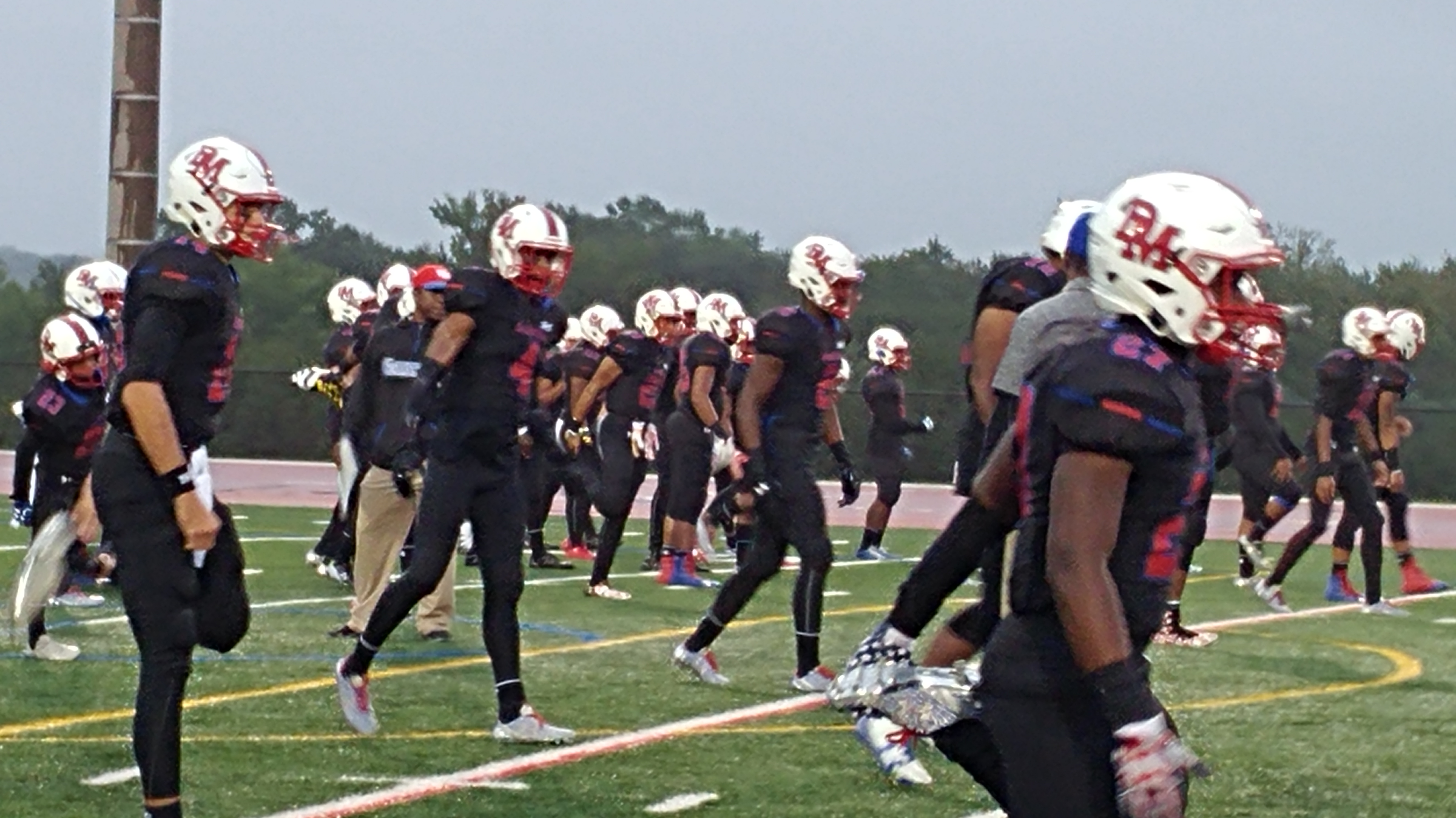 DeMatha gets set for its showdown against St. John's (Photo: Jim Halley, USA TODAY Sports)