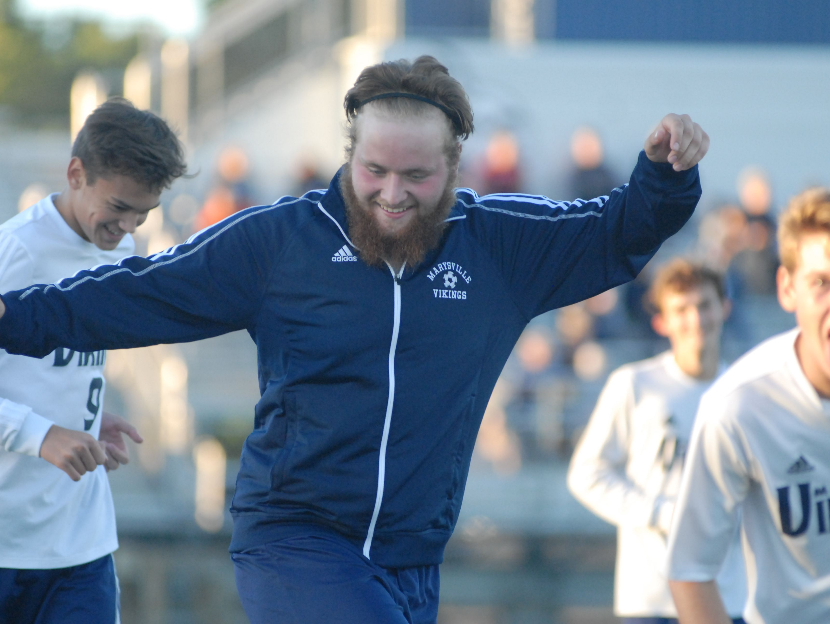 Marysville's Bryan DiNardo stretches during the second half of Marysville's 2-1 win over Port Huron Northern.