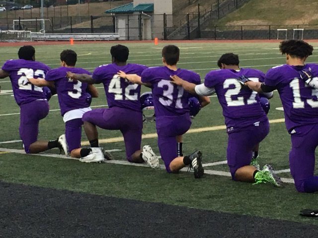 The Garfield football team took a knee before its game on Friday (Photo: Twitter)