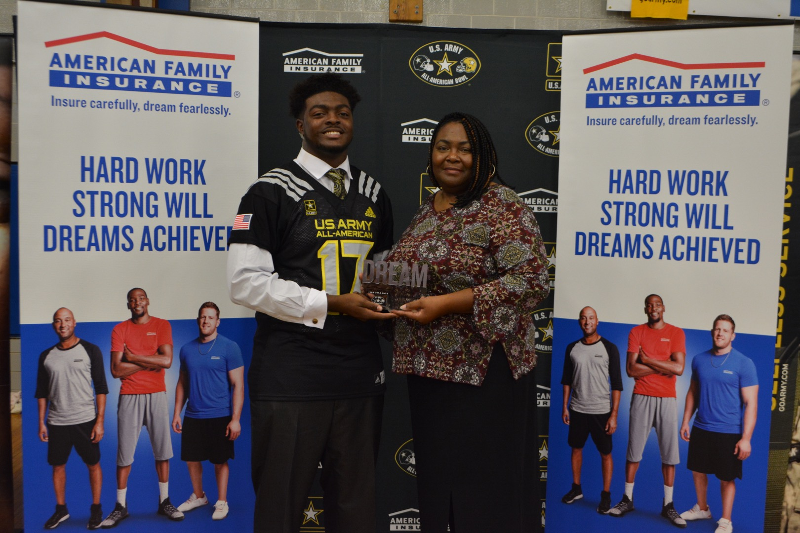Deron Irving-Bey presented his mom, Dionne Irving-Bay, with the Dream Champion Award. (Photo: AAG)