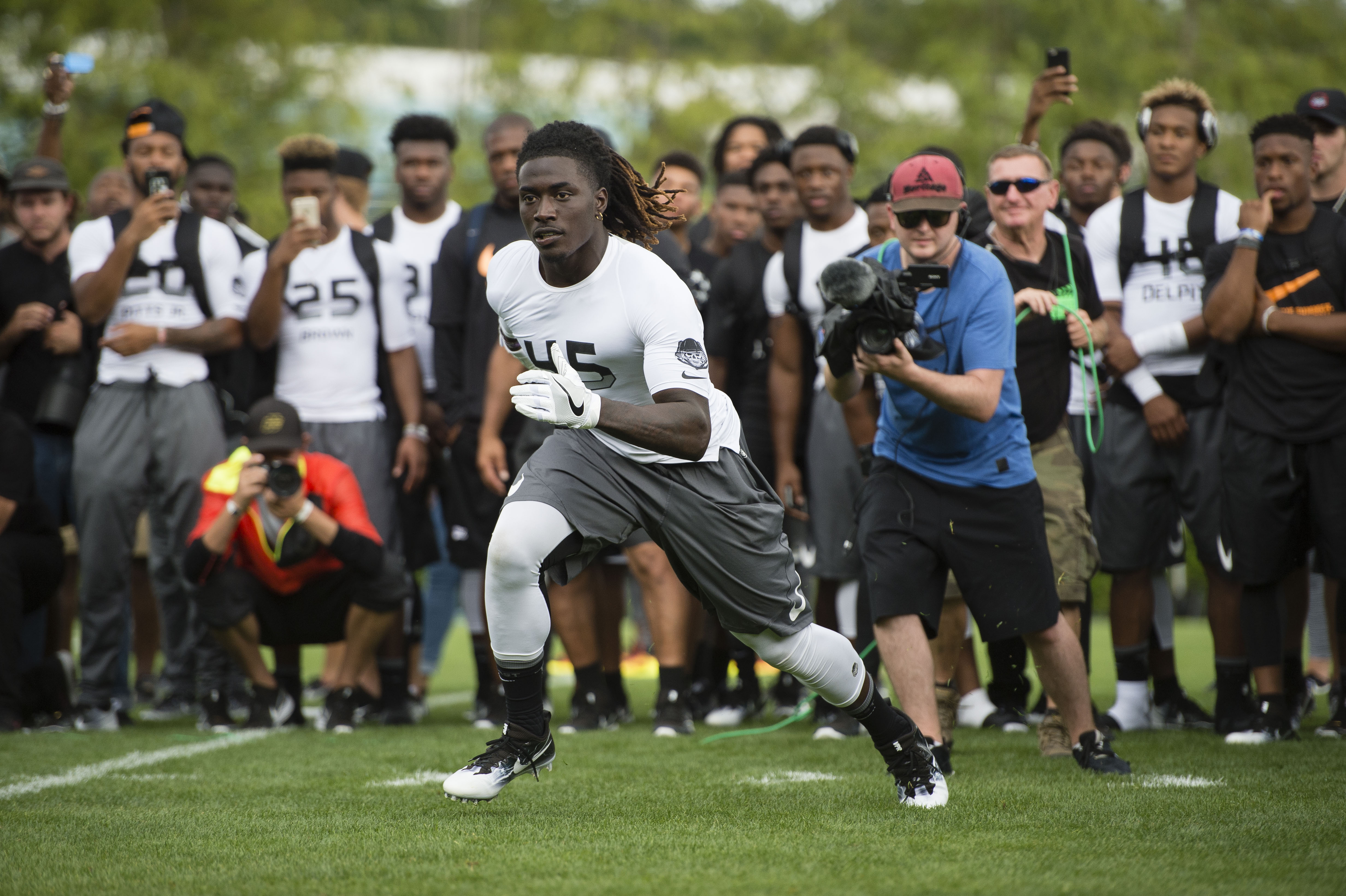 July 8, 2016 -- Beaverton, OR, U.S.A -- Linebacker Dylan Moses of IMG Academy (Florida) competes in a one on one competition at The Opening and Elite 11 high school football camp held at Nike headquarters in Oregon. -- Photo by Troy Wayrynen-USA TODAY Sports Images, Gannett ORG XMIT: US 135130 opening/ elite 1 7/6/ [Via MerlinFTP Drop]
