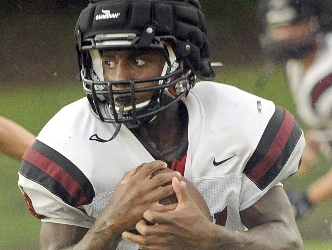 Davidson Academy sophomore Da'Juon Hewitt ran for 200 yards and four touchdowns on Friday.