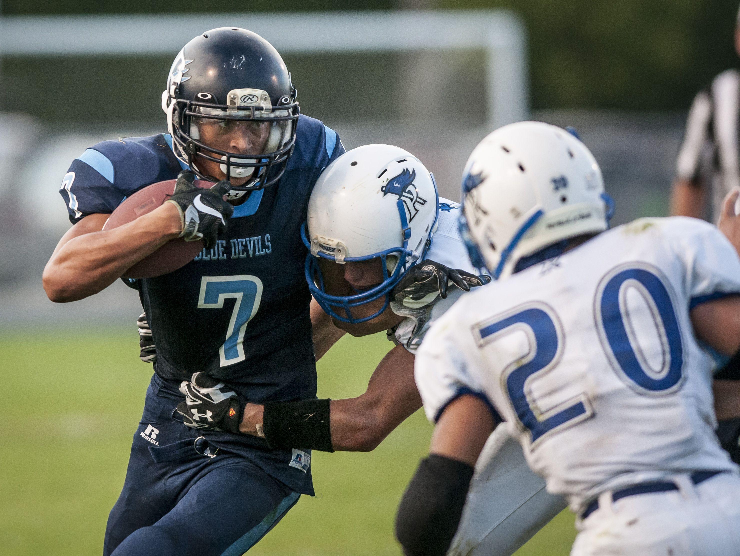 Richmond's D'Sean Hamilton runs the ball during a football game Friday, September 9, 2016 at Richmond High School.