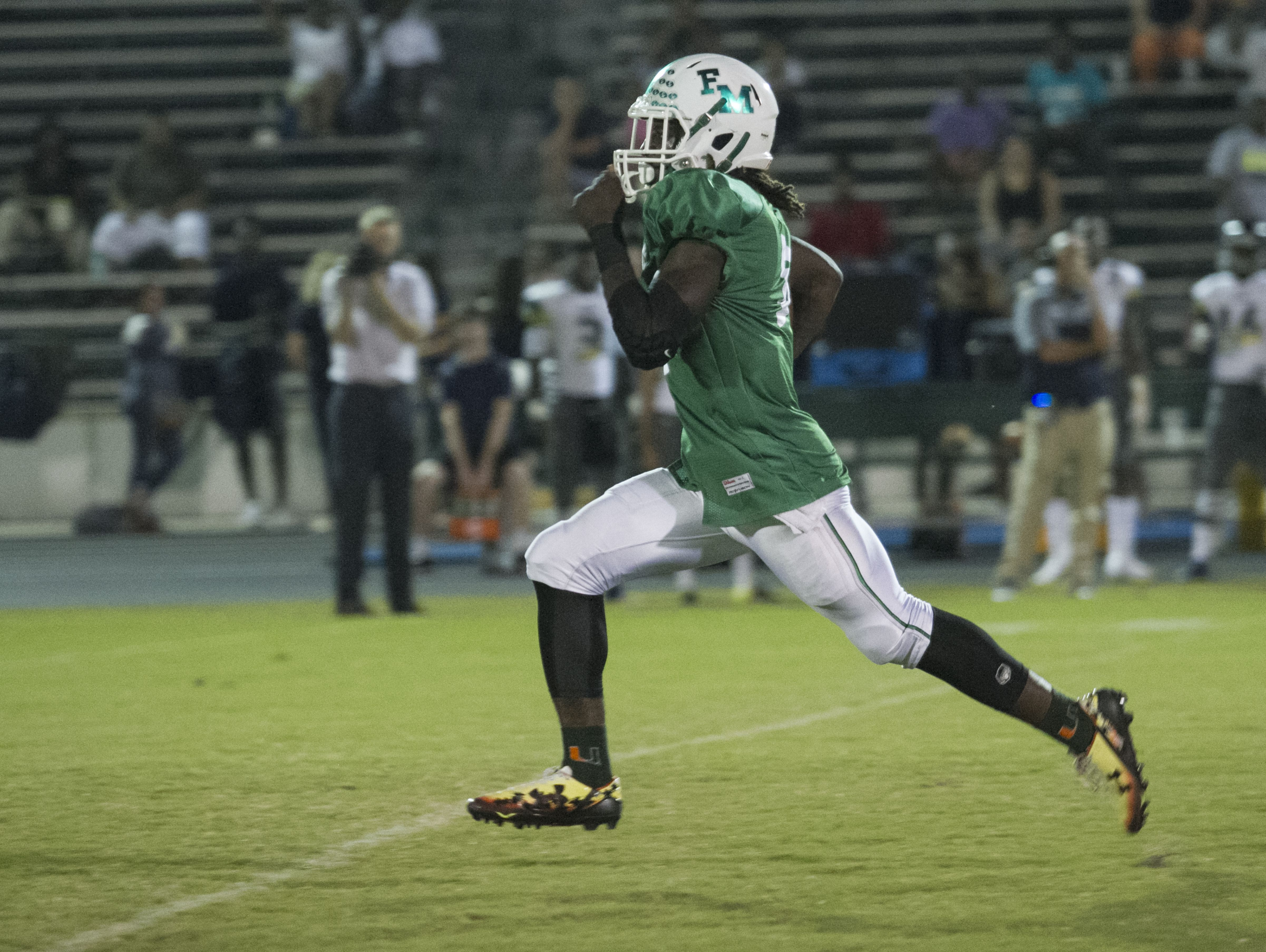 Darrian Felix runs in the first touchdown for Fort Myers on Friday against Lehigh Senior High School.