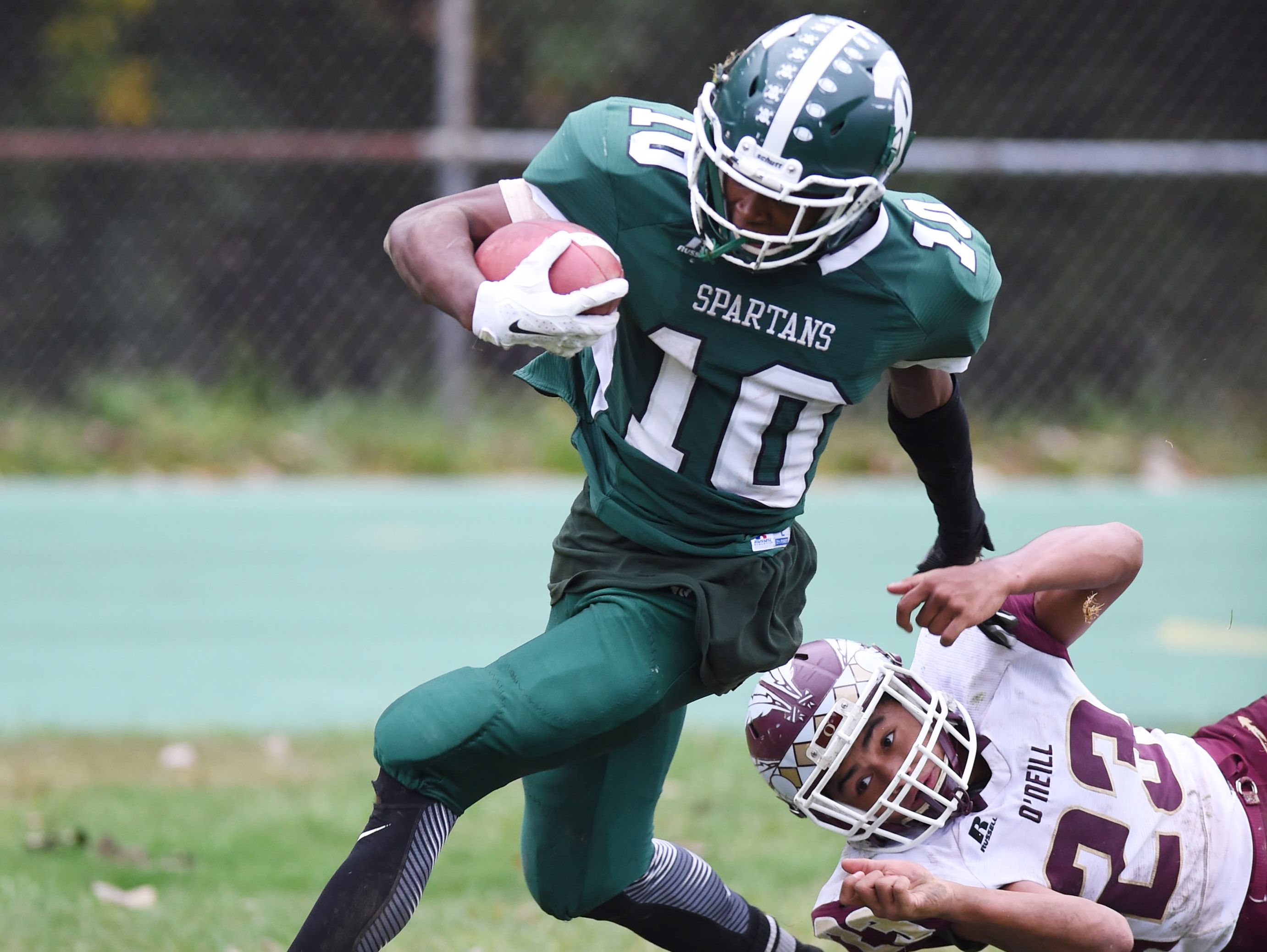Spackenkill's Kabongo Barry outruns O'Neill's James Matautia to score a touchdown in the fourth quarter during Saturday's game at Spackenkill.