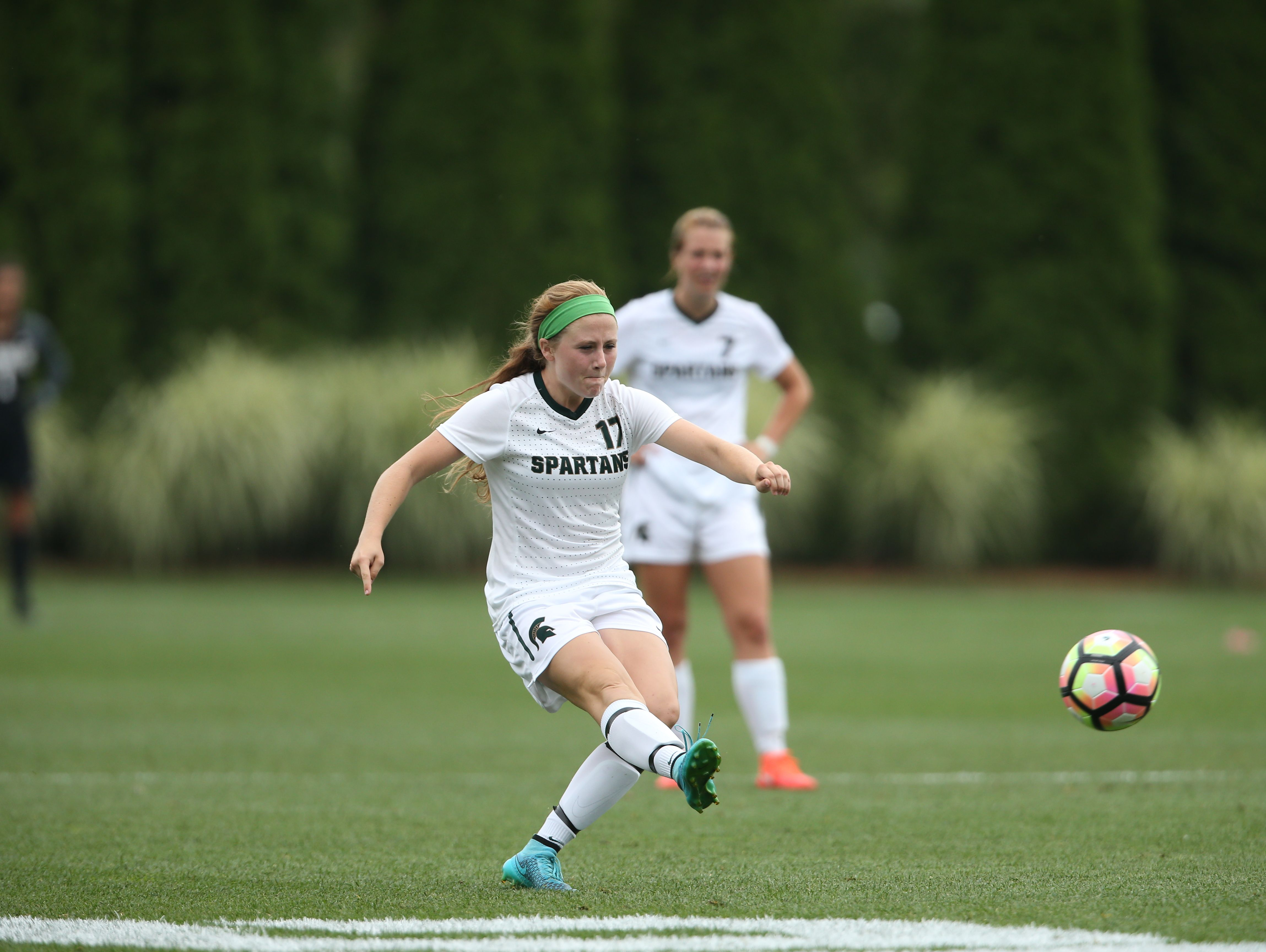 Hannah Hones takes a free kick against Oregon State on Sept. 9 at DeMartin Soccer Stadium.