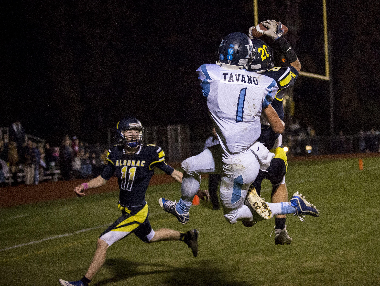 Algonac's Joe McKee intercepts the ball in front of Richmond's Anthony Tavano during a football game Friday, Oct. 14, 2016 at Algonac High School.