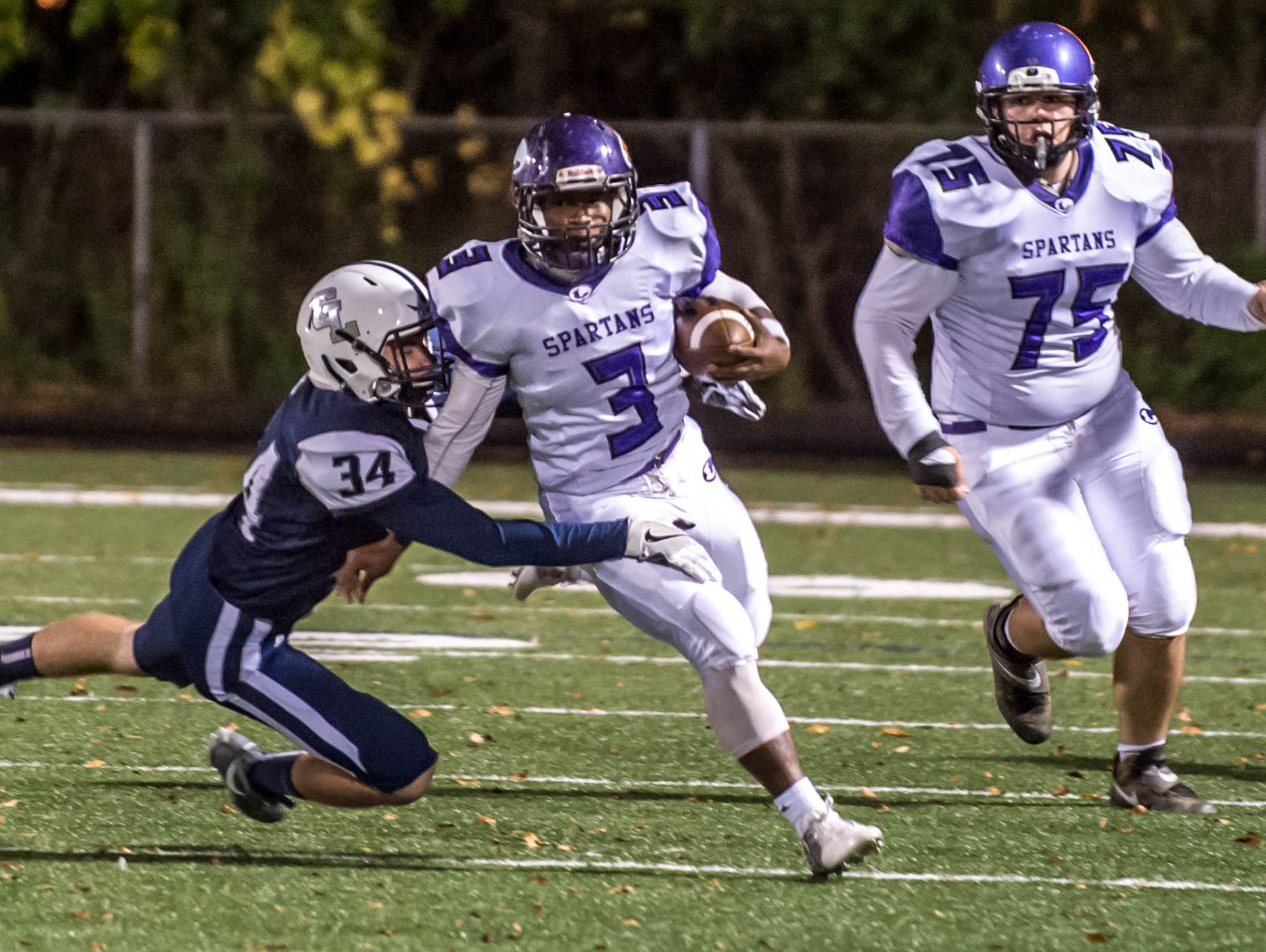 Lakeview's Jay'Vion Settles set a school record with 316 yards rushing in a win over Gull Lake