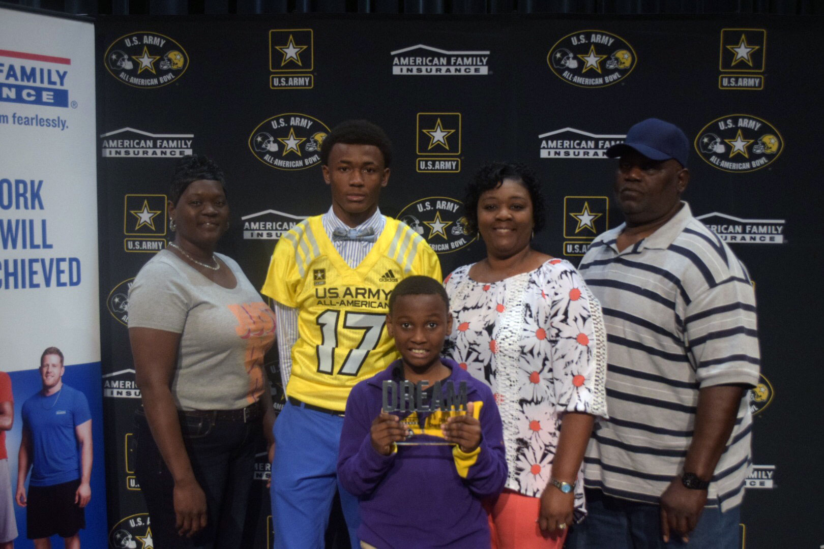 DeVonta Smith presented his family with the Dream Champion Award. (Photo: AAG)