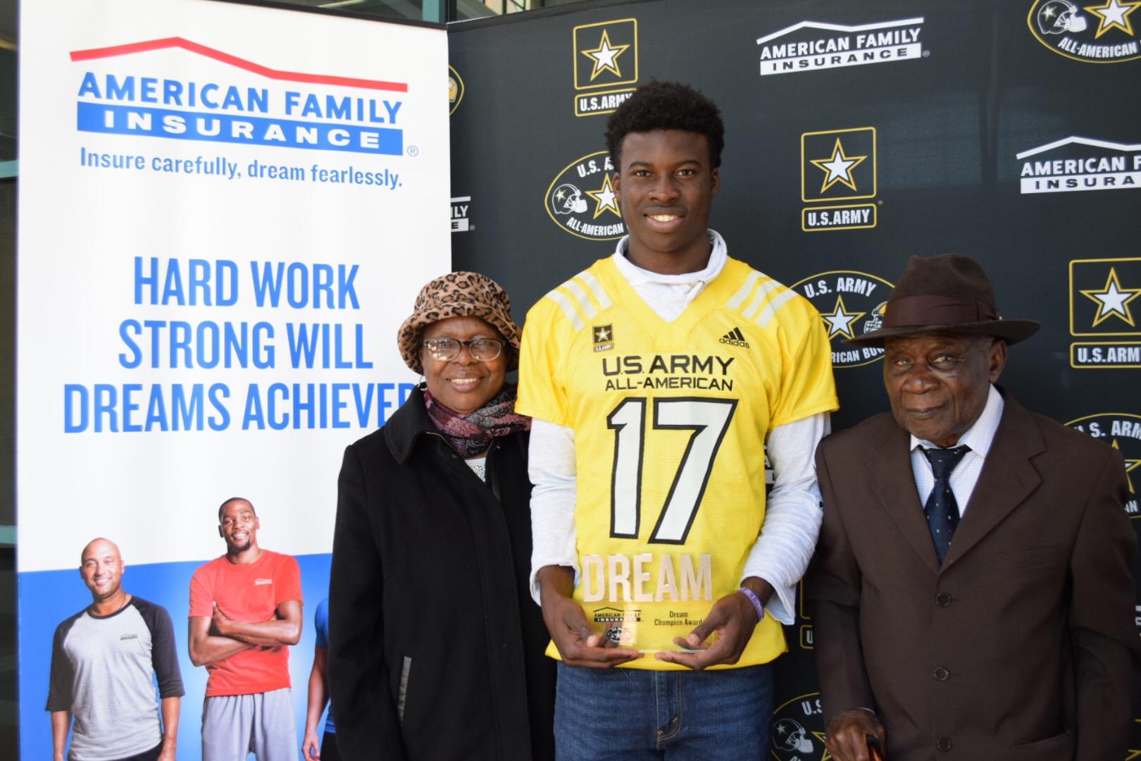 Ariel Ngata presents his Dream Champion award to grandparents Maroy and Joseph Agona (Photo: U.S. Army All-American Bowl)